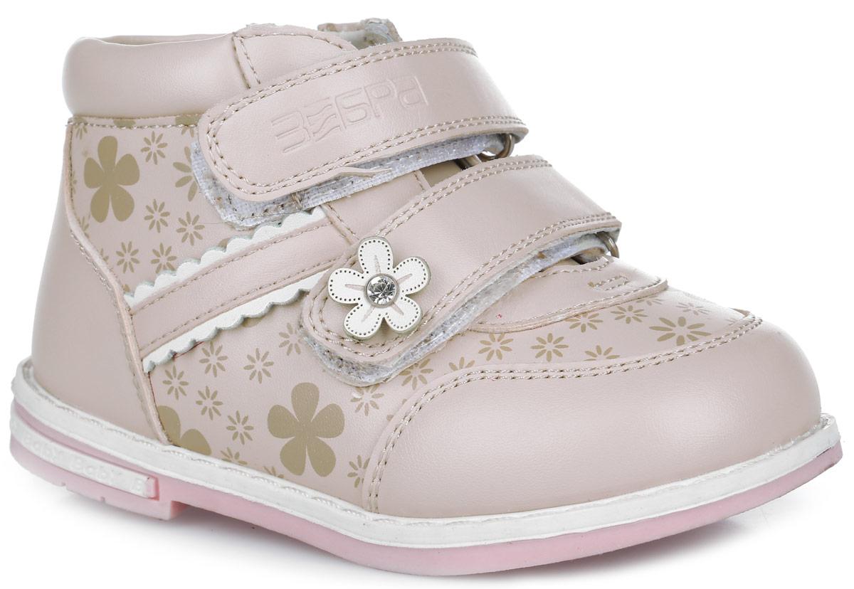Ботинки для девочки. 10517-810517-8Модные ботинки от Зебра придутся по душе вашей девочке. Модель выполнена из искусственной кожи, оформлена прострочкой и цветочным принтом. Вдоль ранта изделие оформлено крупной прострочкой. Боковая застежка-молния позволяет легко обувать и снимать ботинки, а ремешки на застежках-липучках обеспечивают идеальную фиксацию обуви на ноге. Ремешки декорированы тиснением с названием бренда и цветком со стразом в сердцевине. Подкладка и стелька, изготовленные из натуральной кожи, абсорбируют образующуюся внутри обуви влагу. Мягкая стелька из ЭВА материала дополнена супинатором с перфорацией, который гарантирует правильное положение ноги ребенка при ходьбе и предотвращает плоскостопие. Подошва с рельефной поверхностью обеспечивает идеальное сцепление с любой поверхностью. Широкий, устойчивый каблук продлен с внутренней стороны до середины стопы, чтобы исключить заваливание стопы вовнутрь. Такие ботинки займут достойное место среди коллекции обуви вашего ребенка.