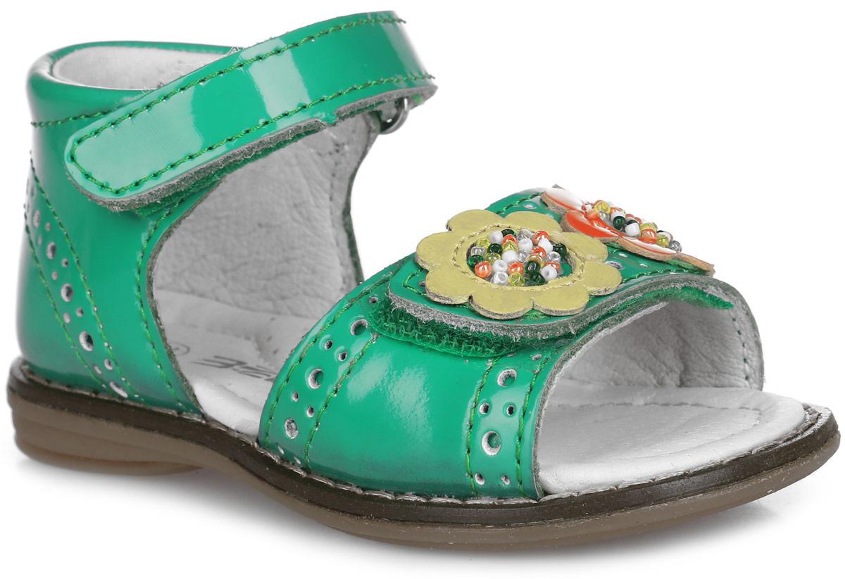 Сандалии для девочки. 9513-119513-11Прелестные сандалии от Зебра придутся по душе вашей девочке и идеально подойдут для повседневной носки в летнюю погоду! Модель, выполненная из натуральной лакированной кожи, оформлена декоративной перфорацией, на переднем ремешке - нашивками в виде цветочков, украшенных бисером, вдоль ранта - крупной прострочкой. Внутренняя поверхность и стелька из натуральной кожи комфортны при ходьбе. Стелька дополнена супинатором, который обеспечивает правильное положение стопы ребенка при ходьбе и предотвращает плоскостопие. Подошва с рифлением гарантирует отличное сцепление с любой поверхностью. Прелестные сандалии - незаменимая вещь в гардеробе каждой девочки!
