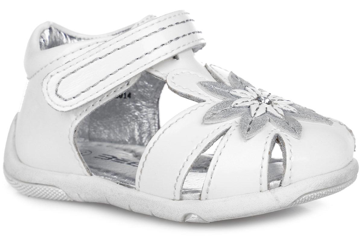 Сандалии для девочки. 9347-29347-2Замечательные сандалии от Зебра придутся по душе вашей девочке. Модель, выполненная из натуральной кожи, оформлена на мыске очаровательным цветочком со стразой. Подкладка выполнена из натуральной кожи, что предотвращает натирание и гарантирует уют. Стелька из ЭВА материала с поверхностью из натуральной кожи оснащена небольшим супинатором с перфорацией, который обеспечивает правильное положение ноги ребенка при ходьбе и предотвращает плоскостопие.