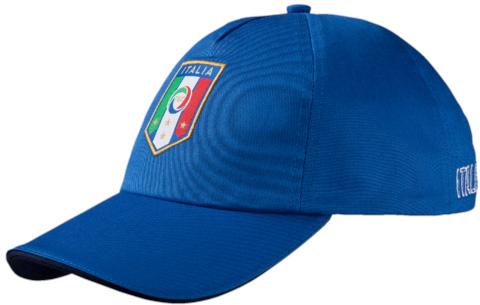 Бейсболка. 0210170202101702В этой бейсболке от Puma с вышитой эмблемой национальной сборной Италии по футболу вы не только не останетесь незамеченным, но и сможете поддержать любимую команду. Бейсболка снабжена удобной застежкой с пряжкой сзади для оптимальной посадки. Материал – мягкая и долговечная ткань саржевого переплетения из 100% хлопка.