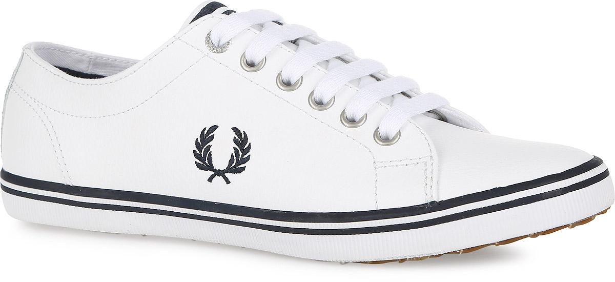 B6237U-183Стильные кеды Kingston Leather от Fred Perry покорят вас с первого взгляда! Модель выполнена из натуральной кожи. Одна из боковых сторон модели оформлена вышивкой в виде логотипа бренда, язычок - вышитыми полосками. Шнуровка обеспечивает надежную фиксацию обуви на ноге. Стелька и подкладка из текстиля гарантируют комфорт при движении. Прочная резиновая подошва с рельефным рисунком обеспечивает сцепление с любой поверхностью. Такие кеды займут достойное место в вашем гардеробе.