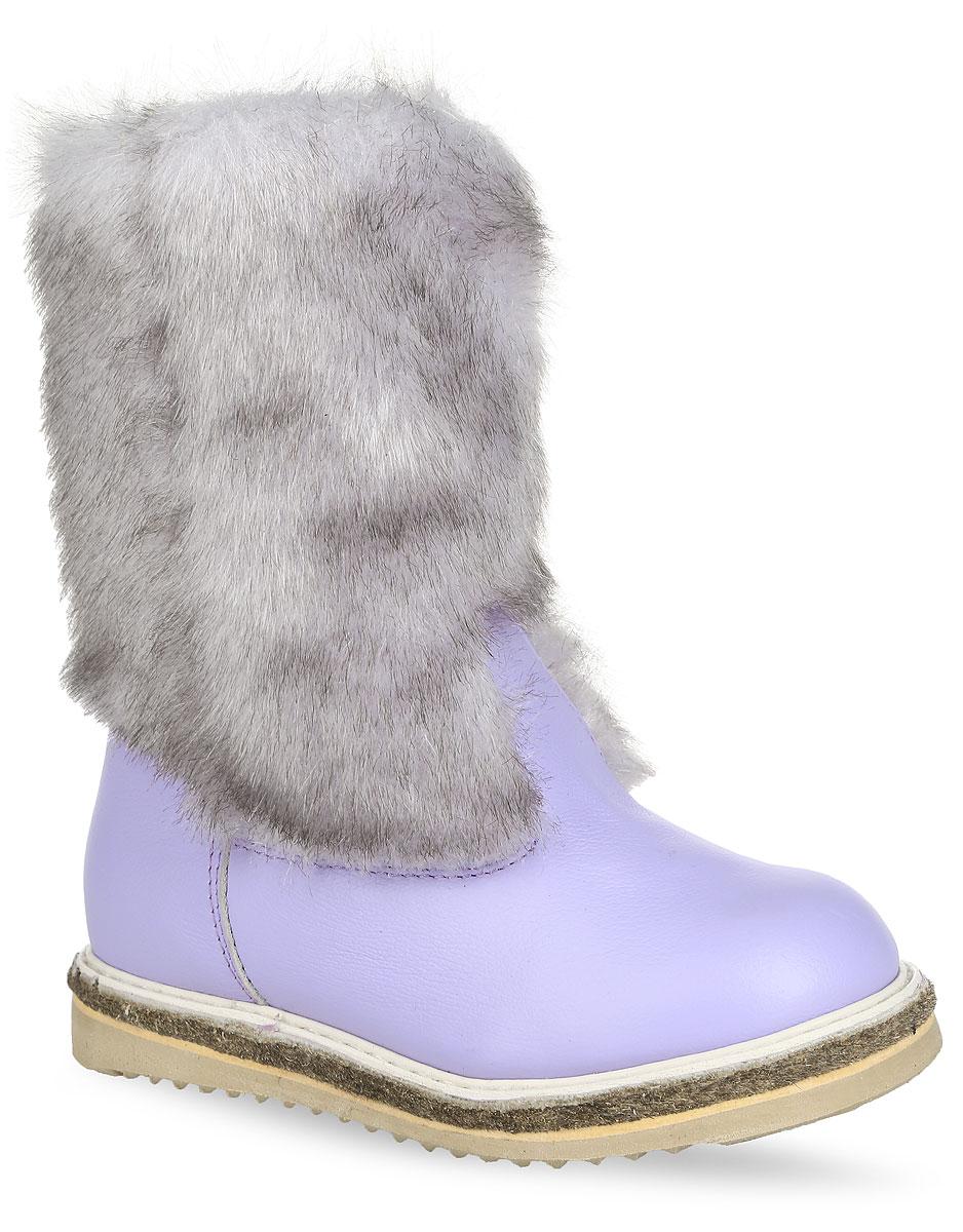 Сапоги для девочки. 9967-209967-20Стильные и теплые сапоги Зебра не оставят равнодушной вашу юную модницу. Сапоги выполнены из натуральной кожи зернистой текстуры и оформлены искусственным мехом. Подкладка и стелька, выполненные из натурального меха, сохранят ноги в тепле. Оригинальная подошва выполнена из ТЭП-материала, а ее рифленая поверхность гарантирует отличное сцепление с любой поверхностью. В таких модных и теплых сапогах ножкам всегда будет тепло и комфортно.