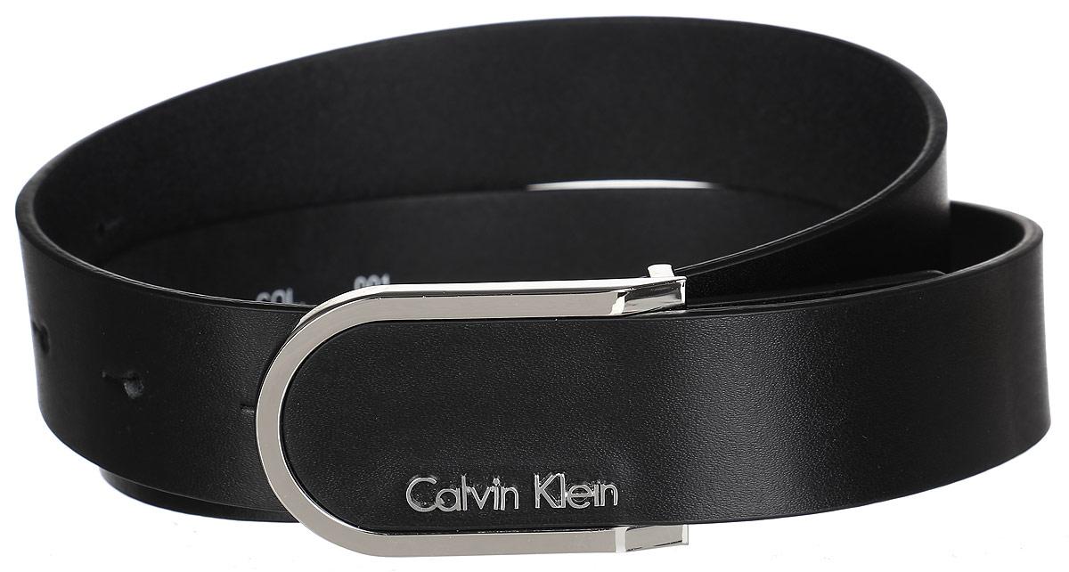 РеменьJ20J200544Роскошный женский ремень Calvin Klein станет великолепным дополнением к любому образу. Широкий ремень изготовлен из натуральной коровьей кожи с зернистой текстурой. Стильная пряжка, которая позволит вам легко и быстро зафиксировать ремень и отрегулировать его длину, выполнена из блестящего металла. Элегантный и строгий ремень превосходно сочетается с любыми нарядами. Этот стильный аксессуар прекрасно дополнит ваш образ и позволит вам подчеркнуть свой вкус и индивидуальность.