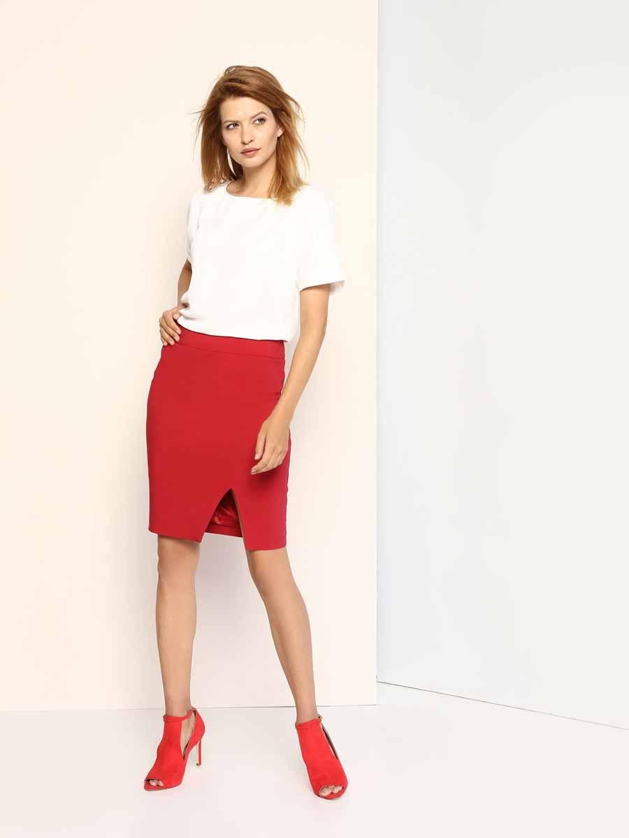 ЮбкаSSD1008CEКлассическая юбка Top Secret выполнена из сочетания высококачественных материалов и с подкладкой из 100% полиэстера. Модель-карандаш сзади имеет потайную застежку-молнию, а спереди дополнена небольшим разрезом. Оформлена юбка в лаконичном стиле.