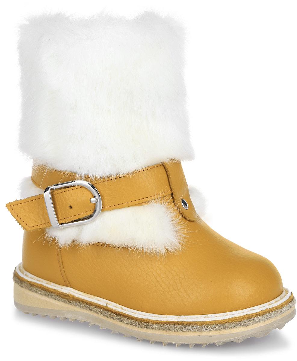 5866-18Сапоги для девочки от фирмы Зебра изготовлены из натуральной кожи и искусственного меха, благодаря чему эта модель позволяет ногам дышать и создает здоровый микроклимат внутри обуви. Голенище декорировано ремешком. Внутри - натуральный мех. Подошва очень легкая и гибкая, к тому же обладает хорошей и износостойкостью и не окрашивает поверхности пола (не чертит). В таких сапогах ноги вашего ребенка будут надежно защищены от холода.