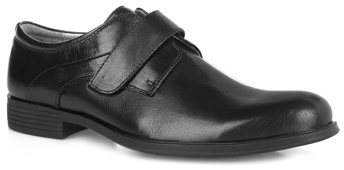 24355Классические школьные туфли от Kapika не оставят вашего мальчика равнодушным. Модель полностью выполнена из натуральной кожи. Задник дополнен кожаной накладной, что убережет обувь от изнашиваемости. Изделие выполнено в оригинальном дизайне. Стелька из натуральной кожи дополнена небольшим супинатором с перфорацией, который обеспечивает правильное положение стопы ребенка при ходьбе и предотвращает плоскостопие. Подошва изготовлена из прочного и легкого ТЭП-материала, а ее рифленая поверхность гарантирует отличное сцепление с любой поверхностью. Стильные и практичные туфли займут достойное место в гардеробе вашего мальчика.