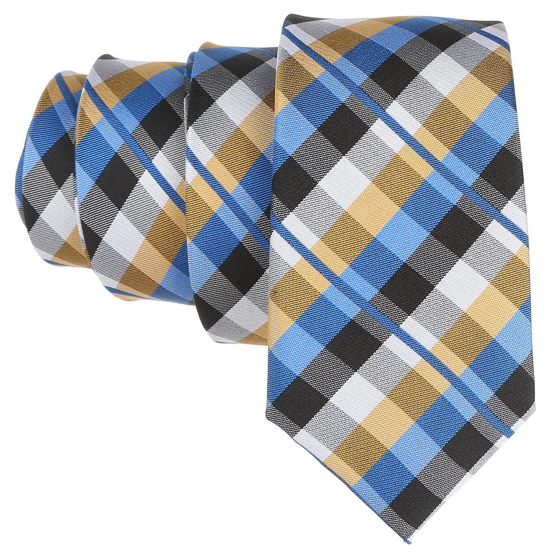 Галстук. 12.01546412.015464Стильный галстук BTC станет отличным завершающим штрихом вашего образа. Этот модный аксессуар порадует вас высоким качеством исполнения и современным дизайном. Изделие полностью выполнено из качественного шелка. Галстук оформлен оригинальным принтом. Такой оригинальный галстук подойдет как к повседневному, так и к официальному наряду, он позволит вам подчеркнуть свою индивидуальность и создать свой неповторимый стиль.