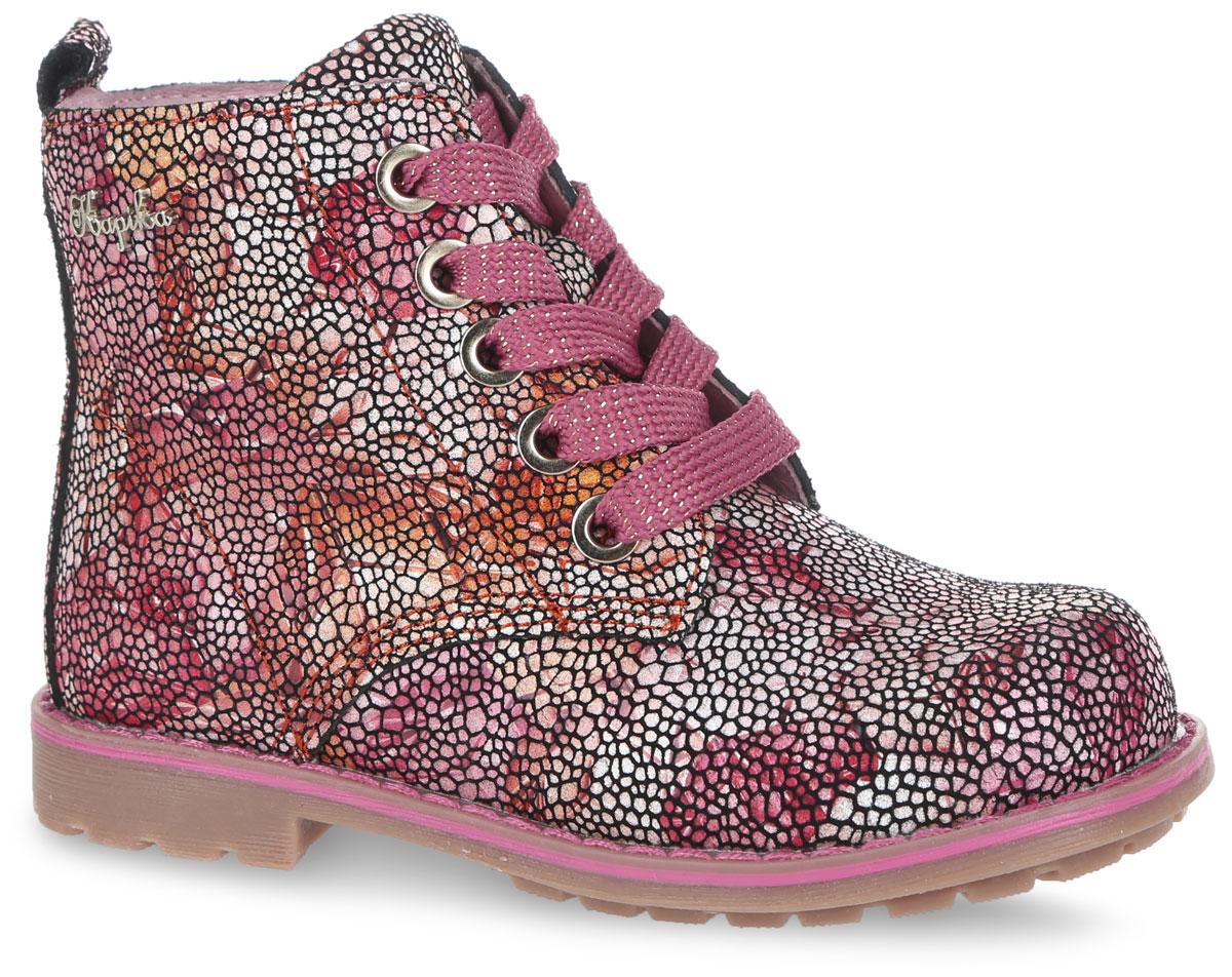 Ботинки для девочки. 5221052210у-1Прелестные высокие ботинки от Kapika придутся по душе вашей дочурке! Модель изготовлена из натуральной кожи и оформлена мозаичным принтом, на шнурках - блестящей нитью, сбоку - декоративным элементом в виде названия бренда, вдоль ранта - крупной прострочкой. Ярлычок на заднике предназначен для удобства обувания. Шнуровка и боковая застежка-молния надежно зафиксируют ногу ребенка. Мягкая подкладка и стелька исполнены из текстиля, на 80% состоящего из шерсти. Стелька ЭВА дополнена супинатором, который отвечает за правильное формирование стопы. Рифление на каблуке и на подошве гарантирует идеальное сцепление с любыми поверхностями. Стильные ботинки займут достойное место в гардеробе вашего ребенка.
