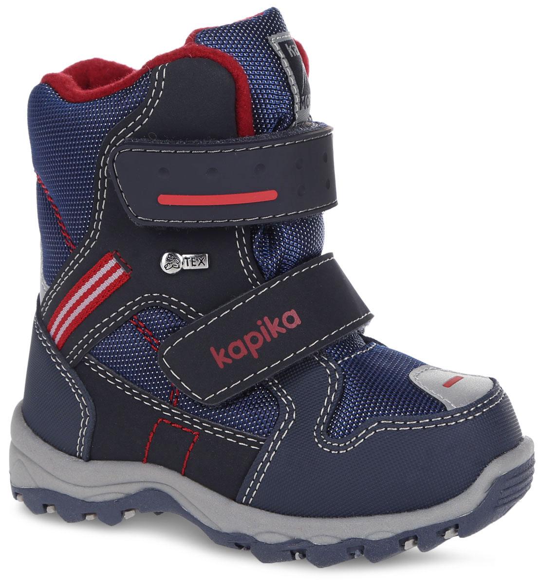 Ботинки для мальчика. 41142-141142-1Удобные высокие ботинки от Kapika придутся по душе вашему сынишке! Модель изготовлена из искусственной кожи и плотного текстиля с применением мембраны. Мембранная обувь называется дышащей, защищает от влаги, своевременно отводит естественные испарения тела и сохраняет комфортный микроклимат при ношении. Изделие оформлено прострочкой, на язычке - фирменной нашивкой, на ремешке - названием бренда и металлическим элементом сбоку. Два ремешка на застежках-липучках надежно фиксируют изделие на ноге. Мягкая подкладка и стелька исполненные из текстиля, на 80% состоящего из натурального овечьего шерстяного меха, обеспечивают тепло и надежно защищают от холода. Рифление на подошве гарантирует идеальное сцепление с любыми поверхностями. Стильные ботинки займут достойное место в гардеробе вашего ребенка, они идеально подойдут для теплой зимы, а также поздней осени и ранней весны.