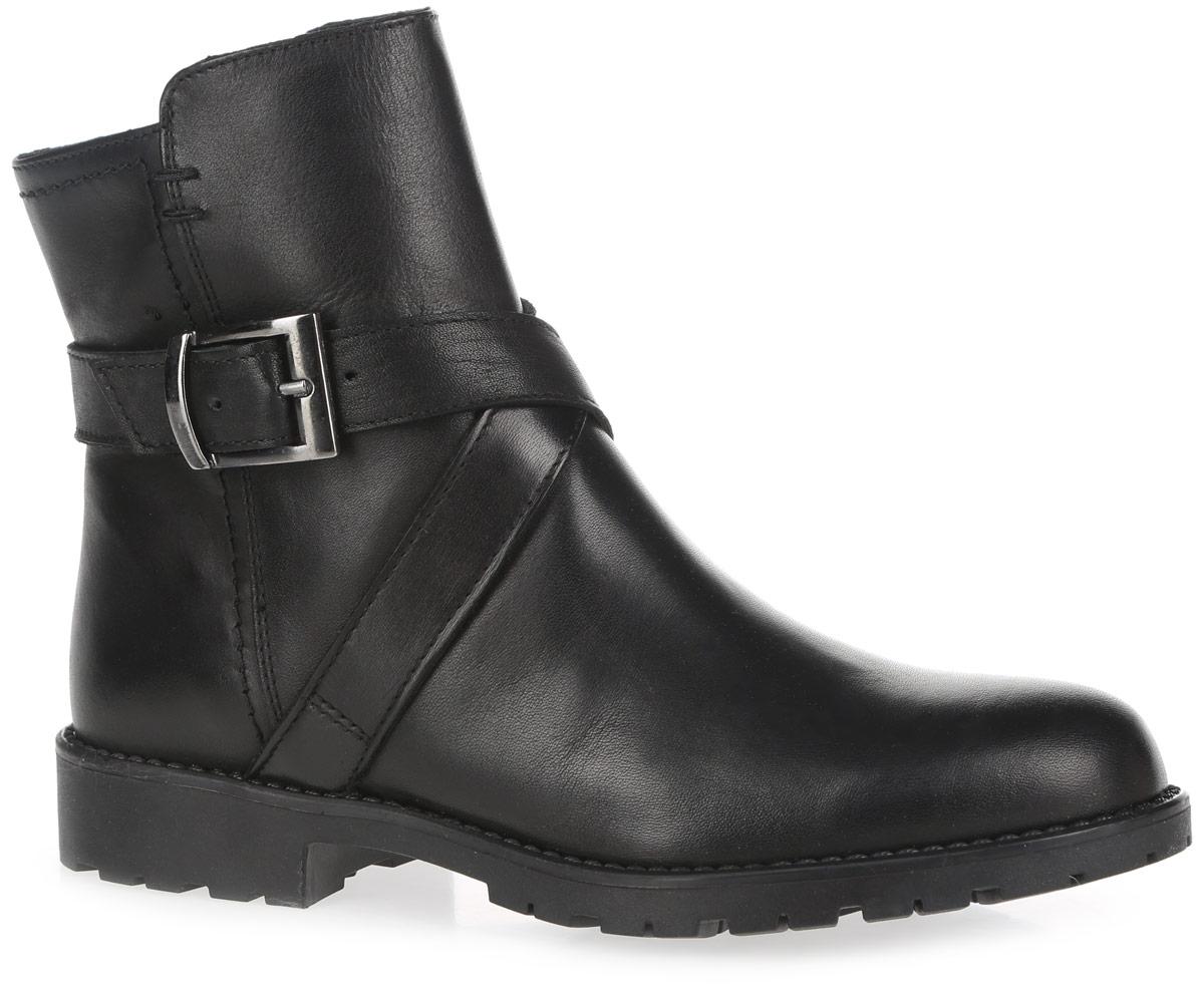 1-1-25433-27-001Модные ботинки от Tamaris заинтересуют вас своим дизайном. Модель, выполненная из натуральной кожи, оформлена декоративными ремешками с металлической пряжкой, вдоль ранта - декоративной прострочкой. Боковая застежка-молния позволяет легко снимать и надевать модель. Внутренняя поверхность из мягкого текстиля не даст ногам замерзнуть. Стелька из искусственной кожи и текстиля гарантирует комфорт при движении. Небольшой каблук и подошва с протектором обеспечивают сцепление с любой поверхностью. Модные ботинки - незаменимая вещь в гардеробе истинной модницы.