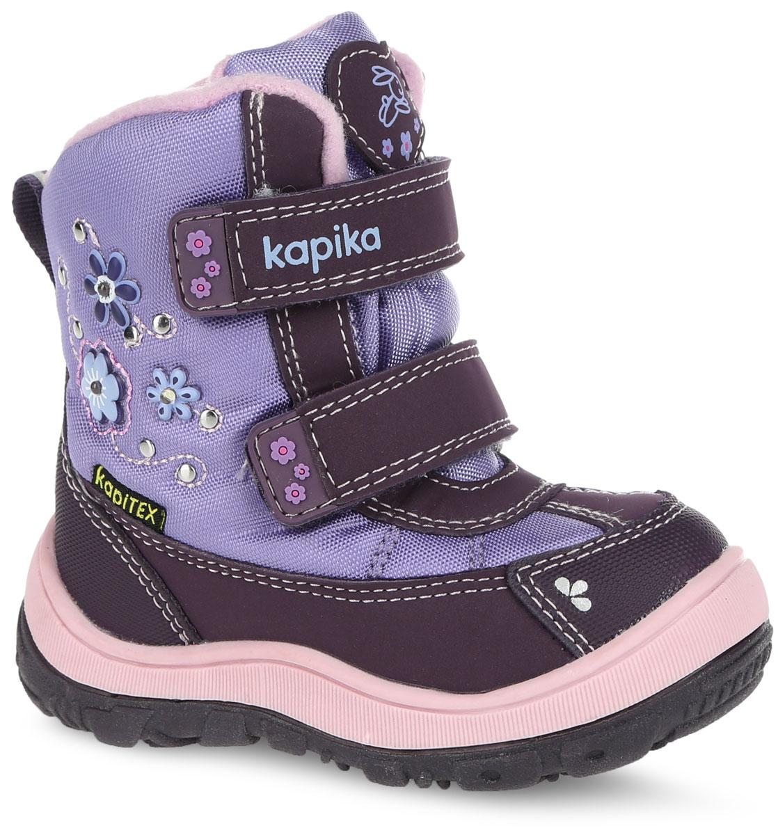 41136-1Стильные ботинки от Kapika заинтересуют вашу юную модницу с первого взгляда. Ботинки выполнены из искусственной кожи и плотного текстиля. Модель оформлена декоративными элементами в виде цветков. Передняя и задняя части дополнены накладками для уменьшения износа обуви. Модель фиксируется на ноге с помощью удобных ремешков с застежками-липучками, одна из которых оформлена надписью с названием фирмы. Ярлычок на заднике облегчает надевание обуви. Мягкий манжет и внутренняя поверхность из текстиля создают комфорт при ходьбе и предотвращают натирание ножки ребенка. Подкладка и стелька на 80% состоят из натуральной шерсти и обеспечат ножкам тепло и уют. Подошва изготовлена из прочного и легкого ТЭП-материала, а ее рифленая поверхность гарантирует отличное сцепление с любой поверхностью. Стильные и практичные ботинки займут достойное место в гардеробе вашей девочки.
