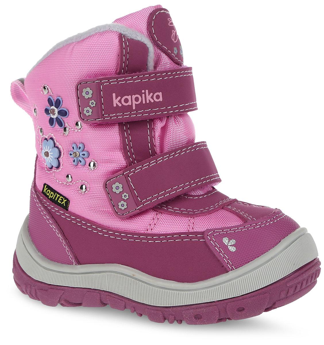 Ботинки для девочки. 41136-141136-1Стильные ботинки от Kapika заинтересуют вашу юную модницу с первого взгляда. Ботинки выполнены из искусственной кожи и плотного текстиля. Модель оформлена декоративными элементами в виде цветков. Передняя и задняя части дополнены накладками для уменьшения износа обуви. Модель фиксируется на ноге с помощью удобных ремешков с застежками-липучками, одна из которых оформлена надписью с названием фирмы. Ярлычок на заднике облегчает надевание обуви. Мягкий манжет и внутренняя поверхность из текстиля создают комфорт при ходьбе и предотвращают натирание ножки ребенка. Подкладка и стелька на 80% состоят из натуральной шерсти и обеспечат ножкам тепло и уют. Подошва изготовлена из прочного и легкого ТЭП-материала, а ее рифленая поверхность гарантирует отличное сцепление с любой поверхностью. Стильные и практичные ботинки займут достойное место в гардеробе вашей девочки.