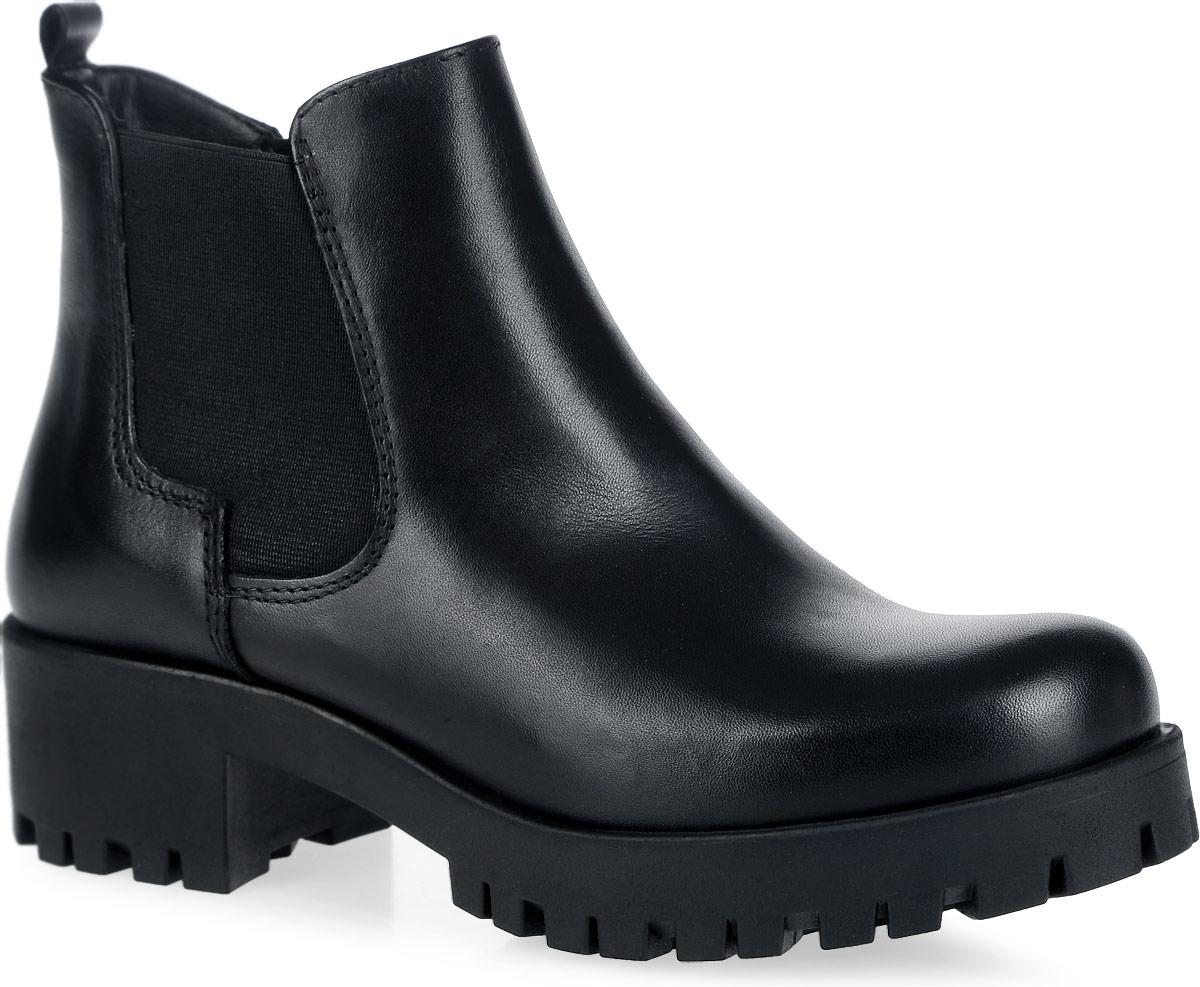 1-1-25435-27-001Модные ботинки от Tamaris не оставят вас равнодушной. Модель полностью выполнена из натуральной кожи и оформлена декоративной вставкой в виде резинки. На ноге модель надежно фиксируется с помощью удобной боковой молнии. Ярлычок на заднике облегчает надевание обуви. Подкладка, выполненная из мягкого текстиля, комфортна при движении. Стелька выполнена из мягкой искусственной кожи. Подошва с рифлением защищает изделие от скольжения. Такие стильные и удобные ботинки займут достойное место в вашем гардеробе.