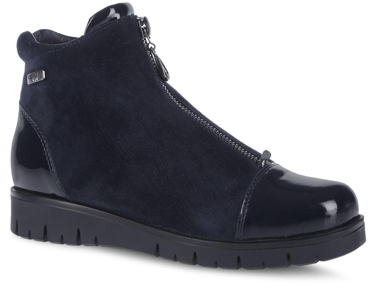 Полусапоги для девочки. 5323353233Модные ботинки от Kapika заинтересуют вашу юную модницу с первого взгляда. Модель полностью выполнена из натуральной кожи. Носовая и задняя части дополнены накладками с лаковым покрытием. Ботинки оформлены декоративной молнией и фирменной пластинкой. Модель надежно фиксируется на ноге с помощью боковой удобной молнии. Мягкий манжет и внутренняя поверхность из текстиля создают комфорт при ходьбе и предотвращают натирание ножки ребенка. Подошва, выполненная из ТЭП-материала, имеет небольшой удобный подъем. Рифленая поверхность подошвы гарантирует отличное сцепление. Такие стильные и удобные ботинки займут достойное место в гардеробе вашей девочки.