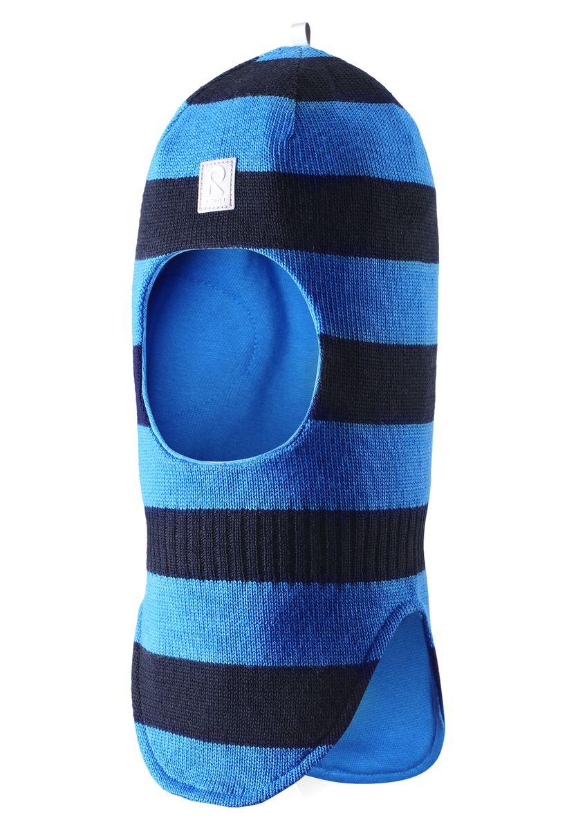 518315_0100Уютная детская шапка-шлем Reima Starrie идеально подойдет для прогулок в холодное время года. По своей конструкции шлем облегает голову ребенка, надежно защищая ушки, лоб и щечки от продуваний. Вязаная шапочка-шлем, выполненная из 100% шерсти на мягкой подкладке из эластичного хлопка, прекрасно сохраняет тепло и обладает отличной гигроскопичностью (не впитывает влагу, но проводит ее), она мягкая и идеально прилегает к голове. Спереди предусмотрена небольшая светоотражающая нашивка с логотипом бренда, которая не оставит вашего ребенка незамеченным в темное время суток. Оригинальный дизайн и высокое качество делают эту шапку модным и стильным предметом детского гардероба. В ней ваш ребенок будет чувствовать себя уютно и комфортно и всегда будет в центре внимания! Уважаемые клиенты! Размер, доступный для заказа, является обхватом головы.
