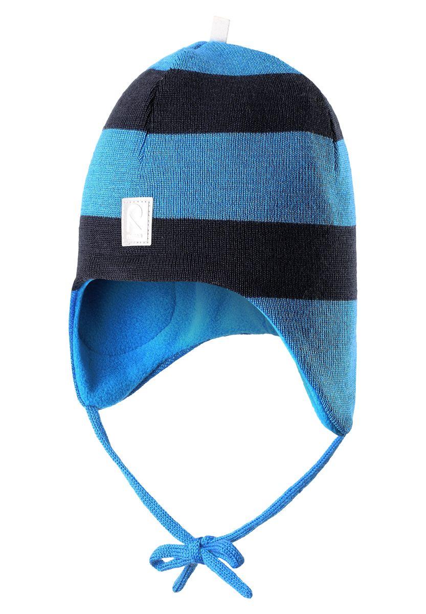 Шапка детская518316-6560AШерстяная шапка для малышей согреет в морозную погоду: мягкая подкладка из флиса для тепла и комфорта. Шерстяная шапка с подкладкой из флиса особенно подходит для маленьких приключений на свежем воздухе, потому что флис быстро высыхает и хорошо выводит влагу. Благодаря эластичной вязке шапка плотно прилегает, а ветронепроницаемые вставки в области ушей защищают маленькие ушки от холодного ветра. Завязки надёжно фиксируют шапку на голове и не натирают.