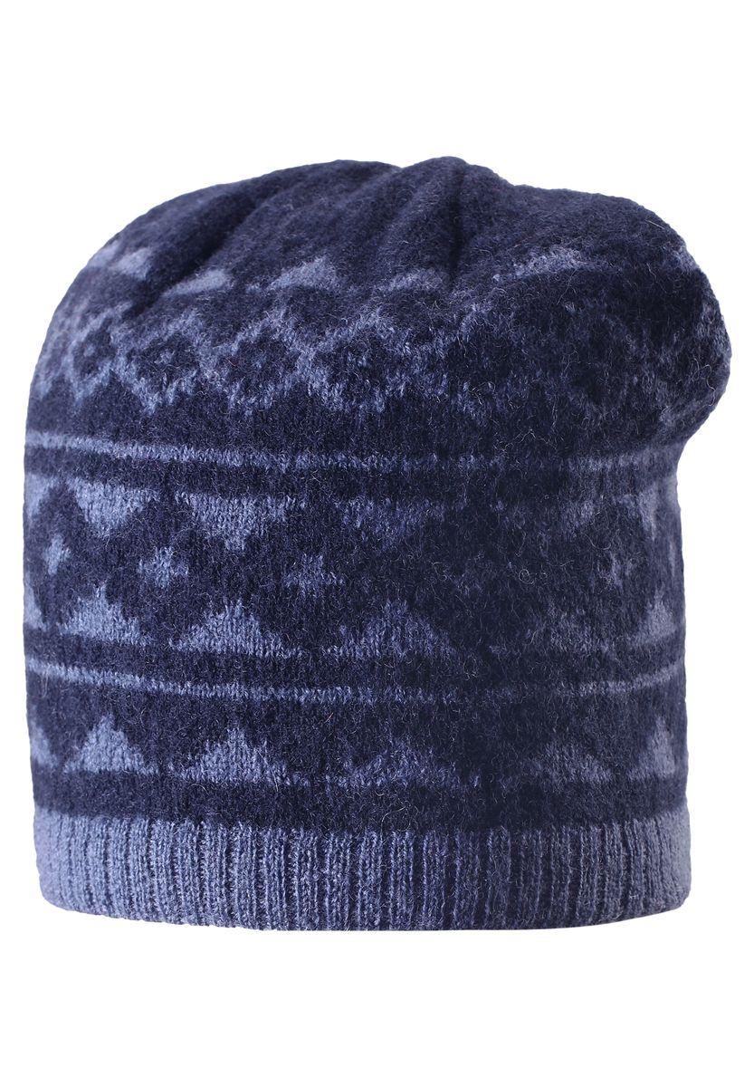 Шапка детская528487-6980Детская шерстяная шапка отлично согреет в морозный зимний день. Шапка с подкладкой из мягкого и плотного эластана с хлопком очень приятна на ощупь. Шерсть замечательно регулирует температуру, поэтому вашему малышу в ней будет максимально комфортно. Ветронепроницаемые вставки в области ушей защищают ушки от холодного ветра. Эту стильную шапку дополняет красивый скандинавский рисунок и оригинальная структурная вязка.