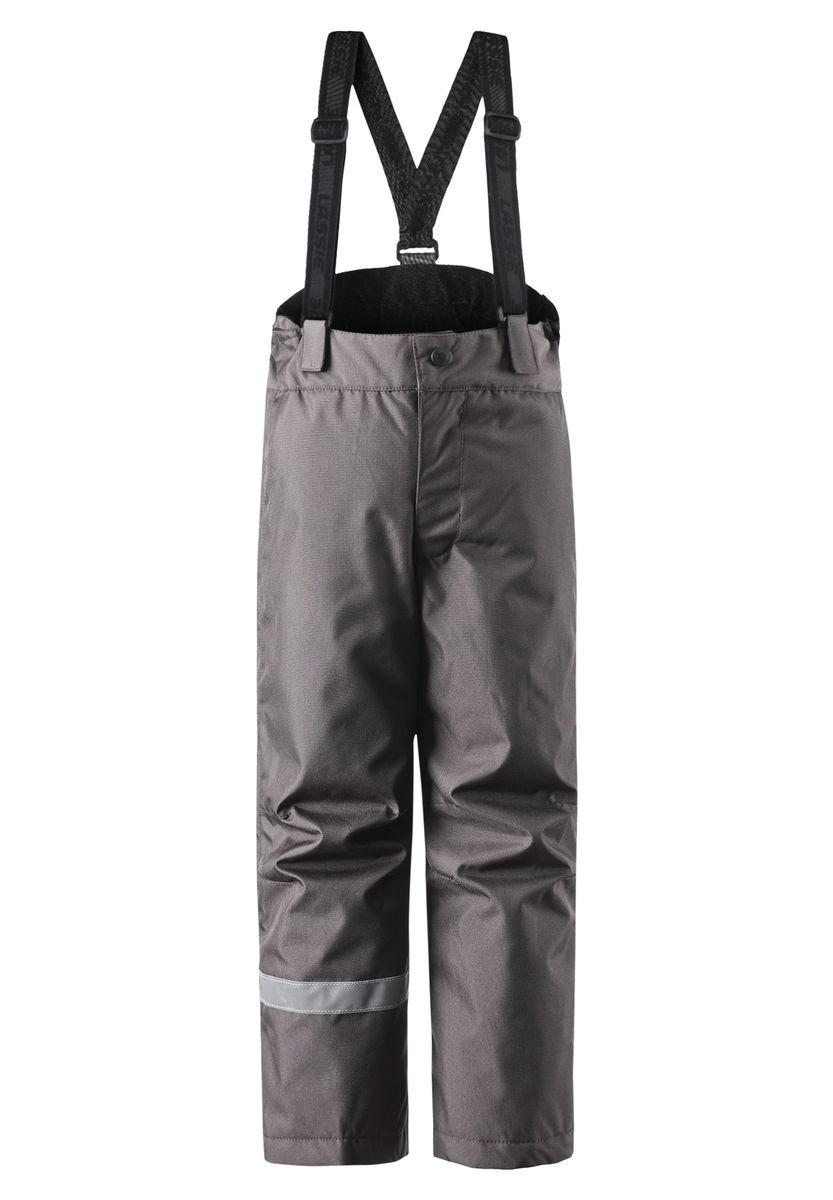 Брюки утепленные722696-3520Практичные детские брюки Reima Lassie с легкой степенью утепления выполнены из сверхпрочного водоотталкивающего и ветронепроницаемого материала. Благодаря гладкой подкладке брюки легко надеваются. В качестве утеплителя используется полиэстер. Задний средний шов изделия проклеен, водонепроницаем. Брюки прямого кроя имеют широкий эластичный пояс на кнопке и ширинку на застежке-молнии. Модель дополнена эластичными лямками на липучках, регулируемыми по длине. Снизу брючин предусмотрены муфты с прорезиненными полосками. Изделие оснащено светоотражающими элементами для безопасности ребенка в темное время суток. Температурный режим от 0°С до -20°С.