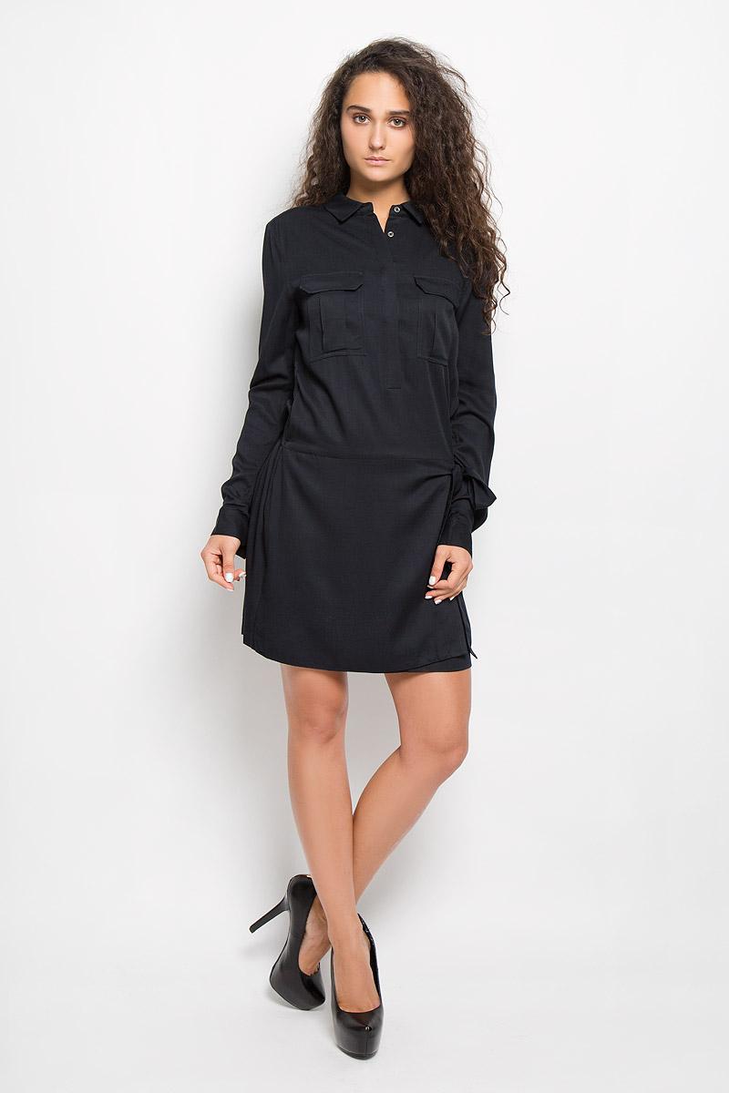 J20J200369Платье Calvin Klein Jeans поможет создать стильный образ. Платье изготовлено из мягкой вискозы, тактильно приятное, хорошо пропускает воздух. Платье с отложным воротником и длинными рукавами застегивается спереди на пуговицы, скрытые за планкой. На манжетах предусмотрены застежки-пуговицы. Длину рукавов можно регулировать с помощью хлястиков и пуговиц. На груди расположены два накладных кармана с клапанами. На талии по спинке модель собрана на широкую эластичную резинку. Спереди платье дополнено имитацией юбки с запахом с завязками. Стильный дизайн и высокое качество исполнения принесут удовольствие от покупки. Модель подарит вам комфорт в течение всего дня!