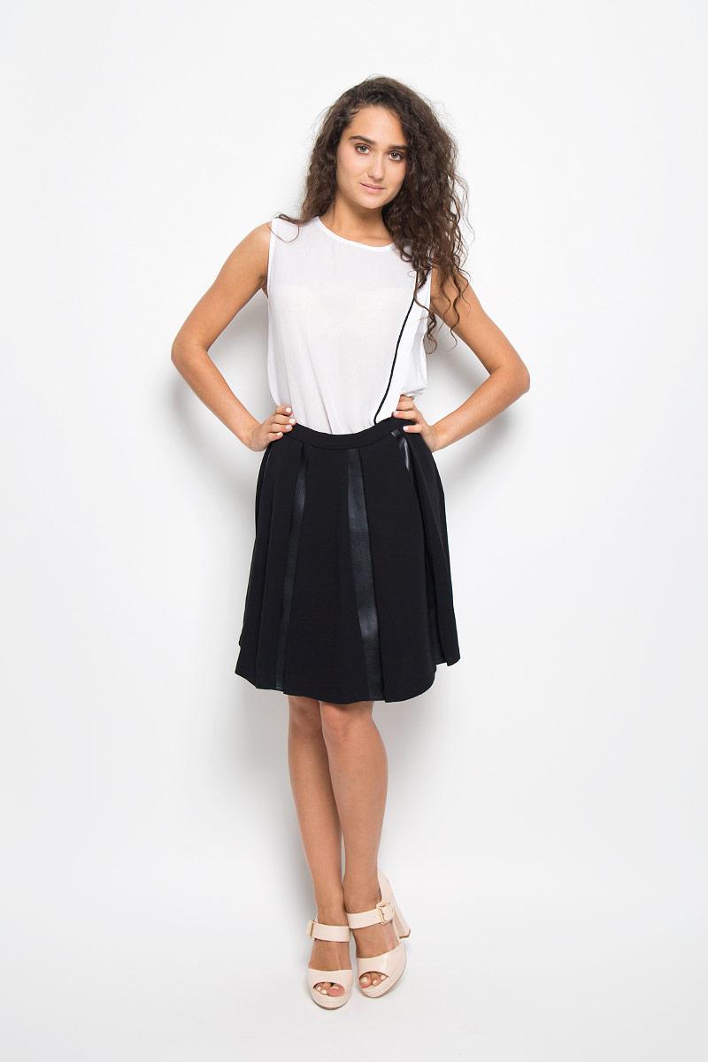 ЮбкаMX3002277Эффектная юбка Mexx выполнена из полиэстера, она обеспечит вам комфорт и удобство при носке. Элегантная юбка средней длины застегивается на застежку-молнию сбоку. Юбка имеет плотный непрозрачный подъюбник. Модель оформлена вставками из полиуретана с текстурой под кожу. Модная юбка-миди выгодно освежит и разнообразит ваш гардероб. Создайте женственный образ и подчеркните свою яркую индивидуальность! Классический фасон и оригинальное оформление этой юбки сделают ваш образ непревзойденным.