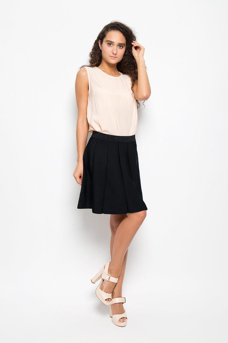 MX3023957Эффектная юбка Mexx выполнена из вискозы с добавлением полиамида, она обеспечит вам комфорт и удобство при носке. Элегантная юбка средней длины застегивается на застежку-молнию сбоку. Модель оформлена имитацией складок. Модная юбка-миди выгодно освежит и разнообразит ваш гардероб. Создайте женственный образ и подчеркните свою яркую индивидуальность! Классический фасон и оригинальное оформление этой юбки сделают ваш образ непревзойденным.