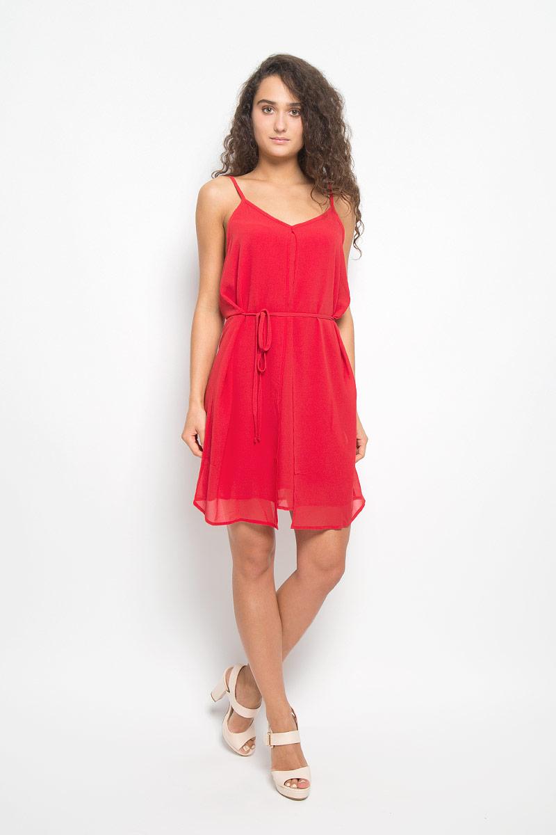 ПлатьеMX3021155Элегантное платье Mexx выполнено из высококачественного полиэстера. Такое платье обеспечит вам комфорт и удобство при носке и непременно вызовет восхищение у окружающих. Модель средней длины на регулируемых бретельках с V-образным вырезом выгодно подчеркнет все достоинства вашей фигуры. Платье состоит из несъемной накидки, основы и тонкого подъюбника, которые вместе создают оригинальный объемный силуэт и красиво драпируются. Изделие дополнено съемным узким текстильным поясом. Изысканное платье-миди создаст обворожительный и неповторимый образ. Это модное и комфортное платье станет превосходным дополнением к вашему гардеробу, оно подарит вам удобство и поможет подчеркнуть ваш вкус и неповторимый стиль.