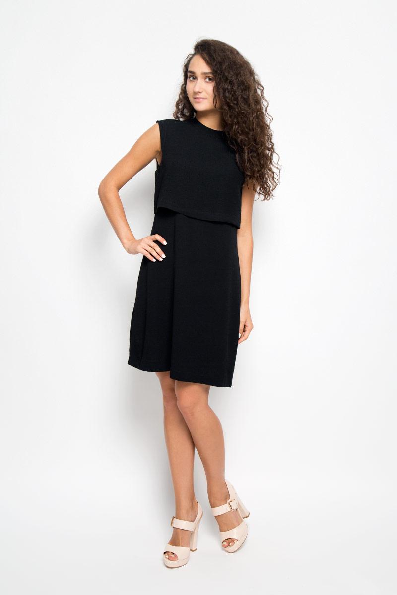 ПлатьеMX3024400Элегантное платье Mexx выполнено из высококачественного полиэстера. Такое платье обеспечит вам комфорт и удобство при носке и непременно вызовет восхищение у окружающих. Модель средней длины без рукавов имеет круглый вырез горловины и застегивается на застежку-молнию на спинке. Оно выгодно подчеркнет все достоинства вашей фигуры. Изделие имеет непрозрачный подъюбник, дополнено несъемной вставкой-накидкой на лифе. Изысканное платье-миди создаст обворожительный и неповторимый образ. Это модное и комфортное платье станет превосходным дополнением к вашему гардеробу, оно подарит вам удобство и поможет подчеркнуть ваш вкус и неповторимый стиль.