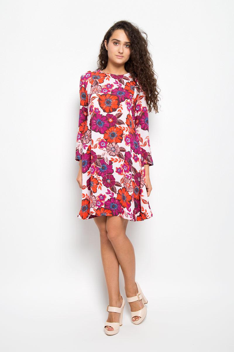 ПлатьеMX3025256Элегантное платье Mexx выполнено из высококачественной 100% вискозы. Такое платье обеспечит вам комфорт и удобство при носке и непременно вызовет восхищение у окружающих. Модель средней длины с рукавами 7/8 и круглым вырезом горловины выгодно подчеркнет все достоинства вашей фигуры. Изделие застегивается на пуговицу на спинке. Легкое платье украшено крупным и красочным цветочным принтом. Изысканное платье-миди создаст обворожительный и неповторимый образ. Это модное и комфортное платье станет превосходным дополнением к вашему гардеробу, оно подарит вам удобство и поможет подчеркнуть ваш вкус и неповторимый стиль.