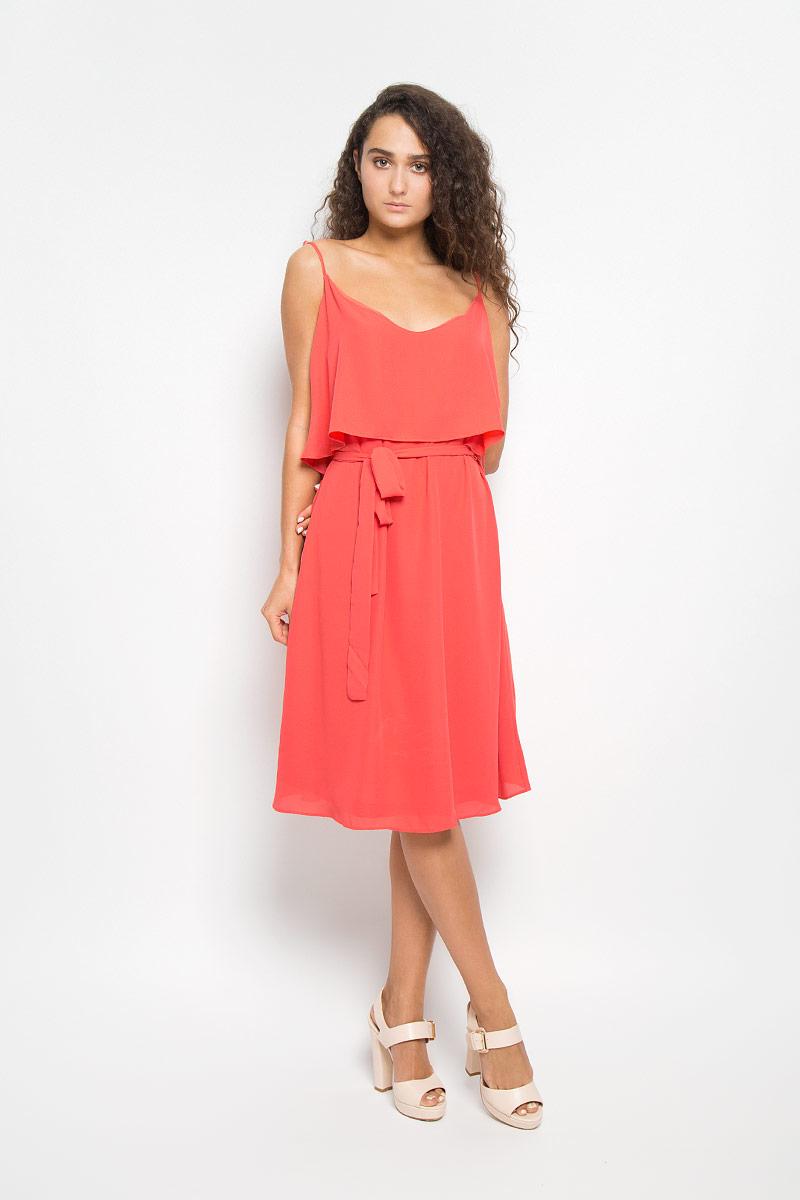 ПлатьеMX3021158Элегантное платье Mexx выполнено из высококачественного полиэстера. Такое платье обеспечит вам комфорт и удобство при носке и непременно вызовет восхищение у окружающих. Модель средней длины на бретельках с круглым вырезом горловины выгодно подчеркнет все достоинства вашей фигуры. Изделие имеет непрозрачный подъюбник, дополнено струящейся вставкой на лифе. В комплект входит текстильный пояс. Изысканное платье-миди создаст обворожительный и неповторимый образ. Это модное и комфортное платье станет превосходным дополнением к вашему гардеробу, оно подарит вам удобство и поможет подчеркнуть ваш вкус и неповторимый стиль.