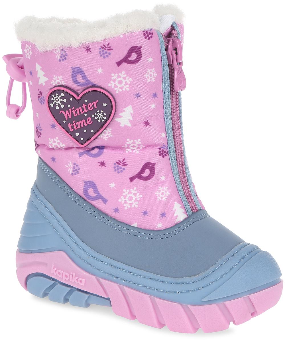 Дутики для девочки. 703703Модные дутики от Kapika придутся по душе вашей девочке! Модель изготовлена из текстиля со вставкой из искусственной кожи, оформлена оригинальным принтом и аппликацией из ПВХ в виде сердечка. Центральная застежка-молния и кулиса с бегунком в верхней части изделия, позволяют регулировать объем голенища, а также защищают обувь от попадания снега. Мягкая подкладка и стелька исполненные из искусственного меха, на 80% состоящего из натуральной овечьей шерсти, обеспечивают тепло и надежно защищают от холода. Подошва с протектором гарантирует идеальное сцепление на любой поверхности. Удобные дутики - основа гардероба каждого ребенка.
