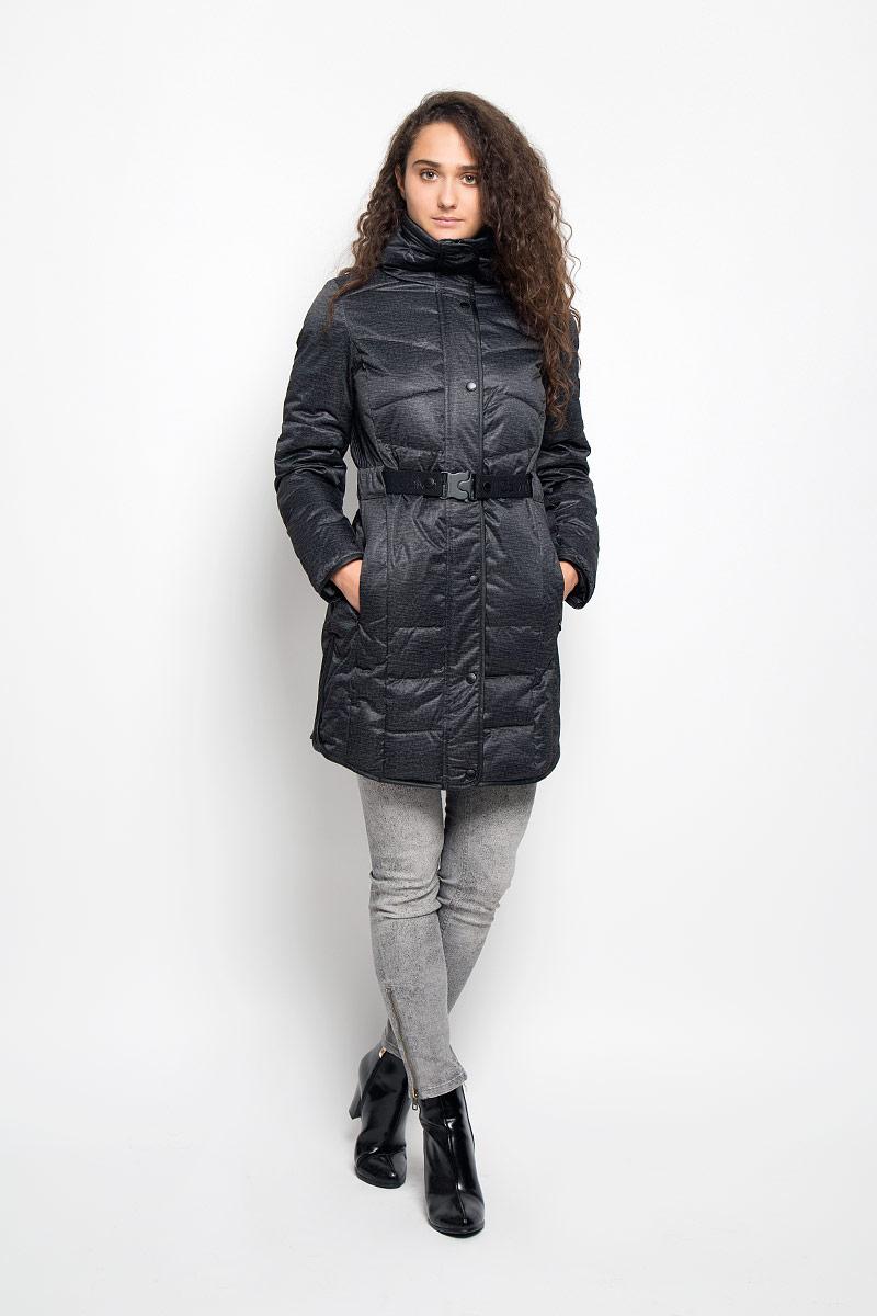 J20J200544Удобная женская куртка Сalvin Klein Jeans согреет вас в прохладную погоду и позволит выделиться из толпы. Удлиненная модель с длинными рукавами и высоким воротником-стойкой выполнена из прочного полиэстера, застегивается на молнию спереди и имеет ветрозащитный клапан на кнопках. Изделие дополнено двумя втачными карманами на молниях. В комплект входит съемный эластичный ремень с оригинальной застежкой-фиксатором. Плотный наполнитель из синтепона надежно сохранит тепло, благодаря чему такая куртка защитит вас от ветра и холода. Эта модная и в то же время комфортная куртка - отличный вариант для прогулок, она подчеркнет ваш изысканный вкус и поможет создать неповторимый образ.