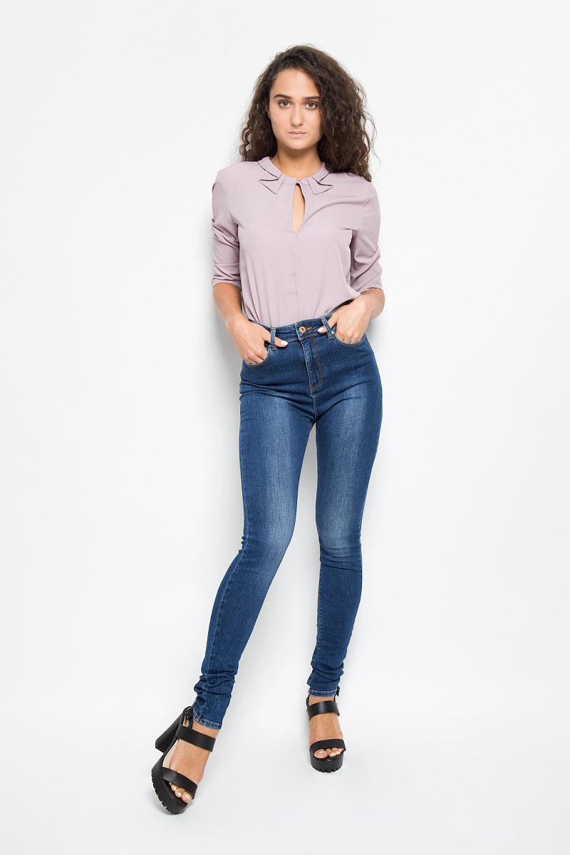 ДжинсыMX3000630_WM_PNT_010Женские джинсы Mexx изготовлены из эластичного хлопка с добавлением полиэстера. Они мягкие и приятные на ощупь, не стесняют движений и позволяют коже дышать, обеспечивая комфорт при носке. Джинсы-скинни с завышенной линией талии застегиваются на металлическую пуговицу и имеют ширинку на застежке-молнии. На поясе предусмотрены шлевки для ремня. Спереди расположены два втачных кармана и один маленький накладной, сзади - два накладных кармана. Модель оформлена эффектом потертости и прострочкой. Высокое качество кроя и пошива, актуальный дизайн и расцветка придают изделию неповторимый стиль и индивидуальность. Джинсы займут достойное место в вашем гардеробе!