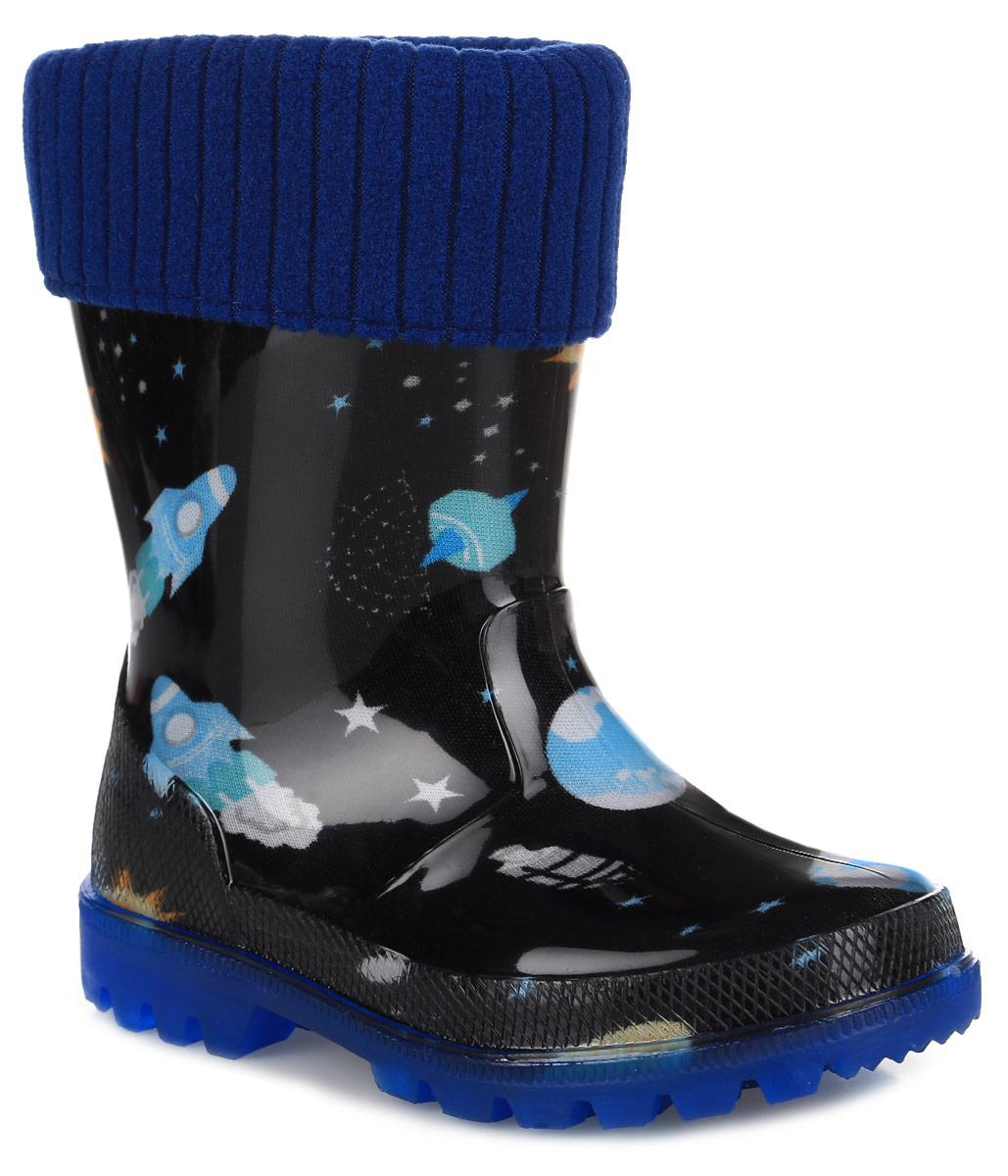 Резиновые сапоги для мальчика. 698698Прелестные резиновые сапоги от Kapika превосходно защитят ноги вашего мальчика от промокания в дождливый день. Сапоги выполнены из качественного ПВХ и оформлены оригинальным принтом. Сапоги дополнены съемной утепленной текстильной подкладкой, которая обеспечивает полный уют и комфорт при носке. Рифление подошвы гарантирует отличное сцепление с любой поверхностью. При движении подошва начинает светиться, благодаря чему вы всегда будете видеть вашего ребенка. Такие резиновые сапоги займут достойное место в гардеробе вашего ребенка и будут радовать не только вас, но и окружающих.