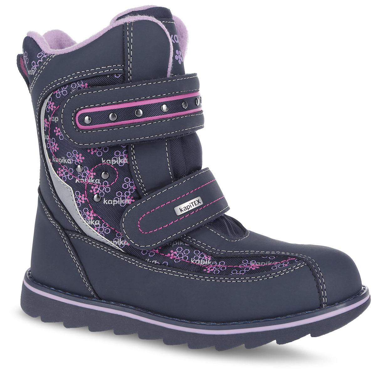 Ботинки для девочки. 43163-143163-1Теплые ботинки от Kapika заинтересуют вашу юную модницу с первого взгляда. Ботинки выполнены из искусственной кожи с вставками из текстиля. Модель оформлена оригинальным принтом и фирменными нашивками. Модель фиксируется на ноге с помощью удобных ремешков с застежками-липучками. Ярлычок на заднике облегчает надевание обуви. Подошва изготовлена из прочного и легкого ТЭП-материала, а ее рифленая поверхность гарантирует отличное сцепление с любой поверхностью. Стильные и практичные ботинки займут достойное место в гардеробе вашей девочки.