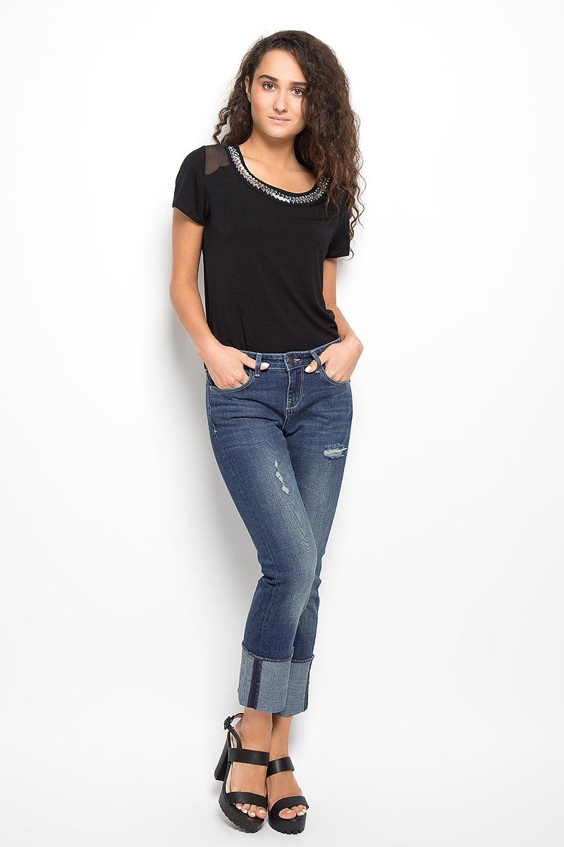 ДжинсыMX3026866_WM_DNM_007Модные женские джинсы Mexx станут отличным дополнением к вашему гардеробу. Изготовленные из хлопка с добавлением эластана, они тактильно приятные, не сковывают движения и позволяют коже дышать. Джинсы-бойфренды застегиваются на металлическую пуговицу и имеют ширинку на застежке-молнии. На поясе предусмотрены шлевки для ремня. Спереди расположены два втачных кармана и один маленький накладной, сзади - два накладных кармана. Брючины дополнены широкими отворотами. Изделие оформлено эффектом искусственного состаривания денима: прорезями, потертостями и перманентными складками. Современный дизайн и расцветка делают эти джинсы стильным предметом одежды. Это идеальный вариант для тех, кто хочет заявить о себе и своей индивидуальности!