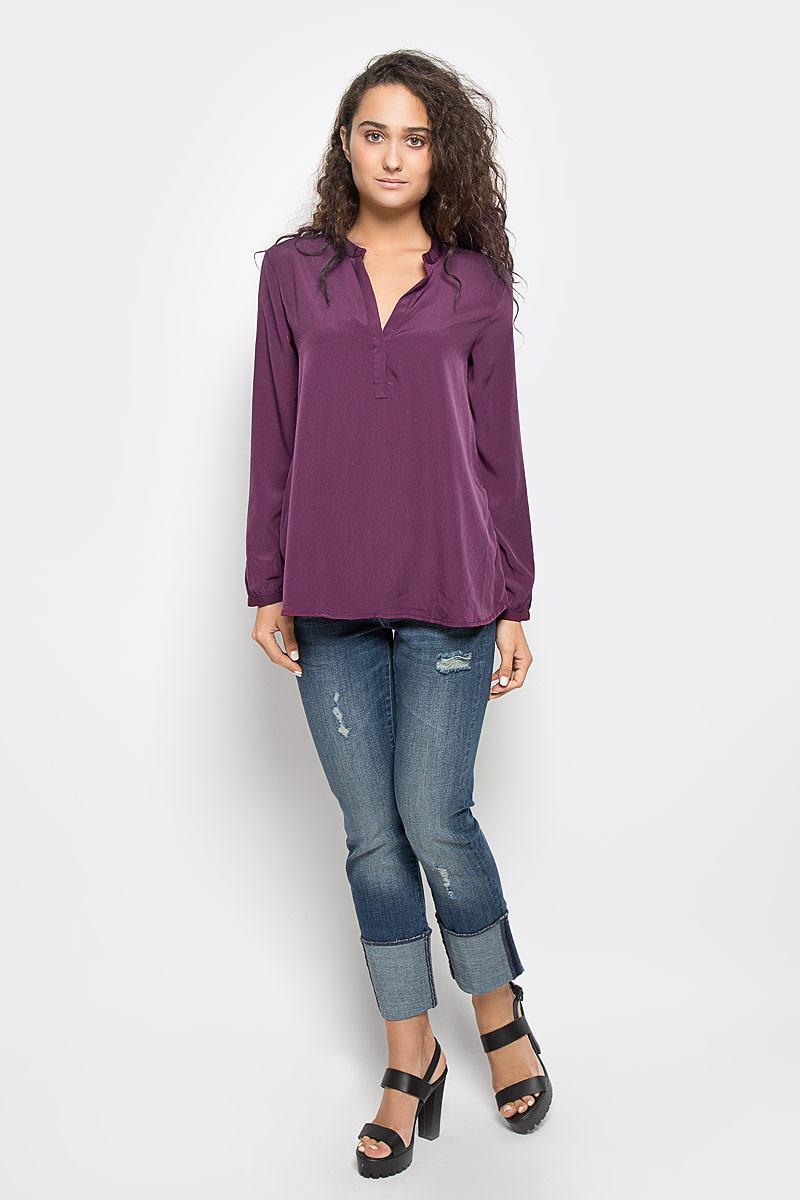 БлузкаMX3002363_WM_BLG_010Красивая блузка Mexx займет достойное место в вашем гардеробе. Модель выполнена из легкого материала, приятная на ощупь, хорошо пропускает воздух. Блузка с фигурным вырезом горловины и длинными рукавами застегивается спереди на скрытую пуговицу. На рукавах предусмотрены узкие манжеты с застежками-пуговицами. Блузка поможет создать оригинальный женственный образ!