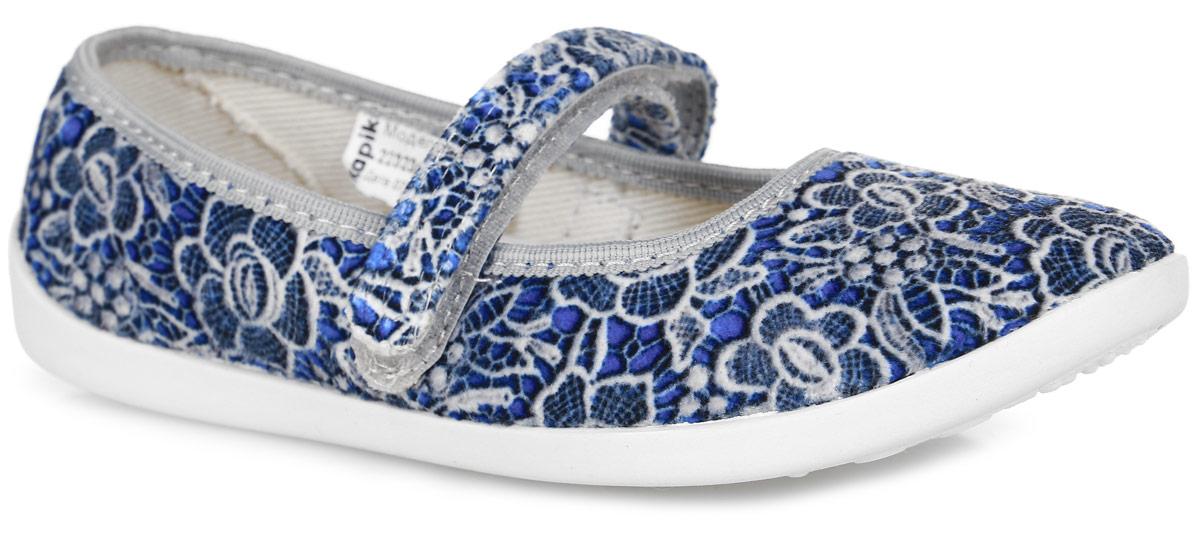 22323Прелестные туфли от Kapika заинтересуют вашу юную модницу с первого взгляда. Туфли выполнены из качественного ворсистого текстиля и оформлены оригинальным цветочным принтом. На ноге модель фиксируется с помощью удобного ремешка с застежкой-липучкой. Подкладка выполнена из текстиля. Стелька, выполненная из мягкой искусственно кожи, дополнена небольшим супинатором с перфорацией, который обеспечивает правильное положение стопы ребенка при ходьбе и предотвращает плоскостопие. Подошва выполнена из легкого и гибкого полимерного материала, а ее рифление гарантирует отличное сцепление с любой поверхностью. Такие туфли займут достойное место в гардеробе вашей девочки.