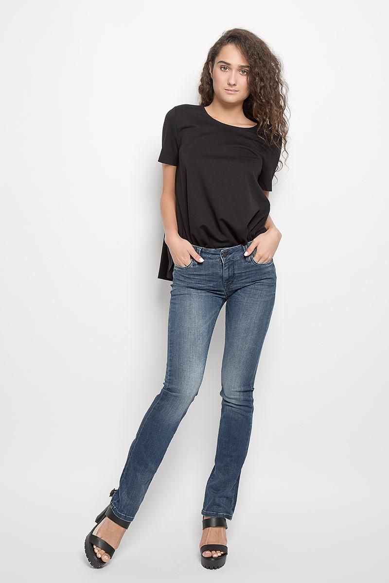 MX3000631_WM_PNT_010Женские джинсы Mexx изготовлены из мягкой эластичной ткани. Они тактильно приятные, не стесняют движений и позволяют коже дышать, обеспечивая комфорт при носке. Джинсы-слим застегиваются на металлическую пуговицу и имеют ширинку на застежке-молнии. На поясе предусмотрены шлевки для ремня. Спереди расположены два втачных кармана и один маленький накладной, сзади - два накладных кармана. Модель оформлена эффектом потертости и перманентными складками. Высокое качество кроя и пошива, актуальный дизайн и расцветка придают изделию неповторимый стиль и индивидуальность. Джинсы займут достойное место в вашем гардеробе!