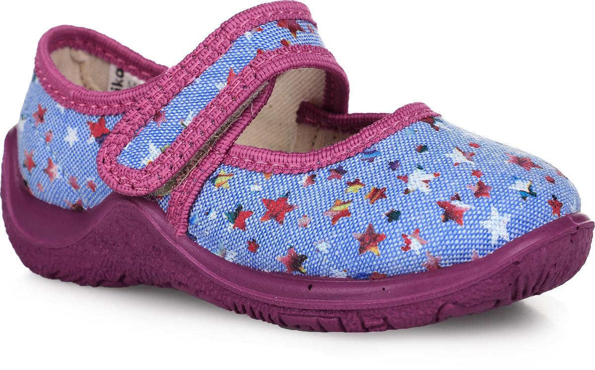 21245Прелестные туфли от Kapika заинтересуют вашу юную модницу с первого взгляда. Туфли выполнены из качественного текстиля и оформлены оригинальным принтом со звездочками. На ноге модель фиксируется с помощью удобного ремешка с застежкой-липучкой. Подкладка выполнена из текстиля. Стелька, выполненная из мягкой искусственно кожи с добавлением ЭВА-материала, дополнена небольшим супинатором, который обеспечивает правильное положение стопы ребенка при ходьбе и предотвращает плоскостопие. Подошва выполнена из легкого и гибкого полимерного материала, а ее рифление гарантирует отличное сцепление с любой поверхностью. Такие туфли займут достойное место в гардеробе вашей девочки.