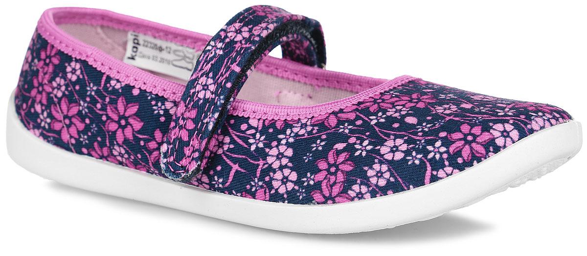 Туфли для девочки. 22320ф-1222320ф-12Прелестные туфли от Kapika заинтересуют вашу юную модницу с первого взгляда. Туфли выполнены из качественного текстиля и оформлены оригинальным цветочным принтом. На ноге модель фиксируется с помощью удобного ремешка с застежкой-липучкой. Подкладка выполнена из текстиля. Стелька, выполненная из мягкой натуральной кожи с добавлением ЭВА-материала, дополнена небольшим супинатором, который обеспечивает правильное положение стопы ребенка при ходьбе и предотвращает плоскостопие. Подошва выполнена из легкого и гибкого полимерного материала, а ее рифление гарантирует отличное сцепление с любой поверхностью. Такие туфли займут достойное место в гардеробе вашей девочки.