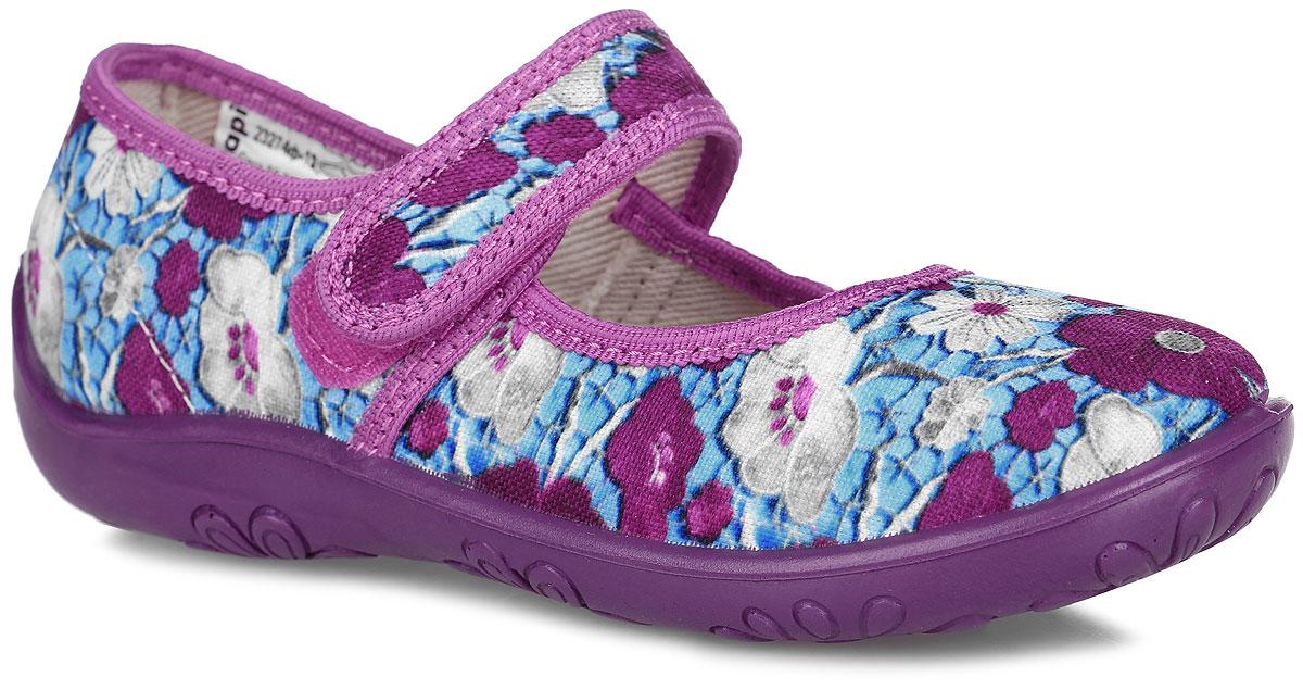 Туфли для девочки. 23274ф-12_цветы23274ф-12Очаровательные туфли от Kapika покорят вашу девочку с первого взгляда! Модель выполнена из текстиля, оформленного цветочными изображениями. Подкладка, исполненная из текстиля, обеспечит максимальный комфорт при ходьбе. Анатомическая, влагопоглощающая, антибактериальная и амортизирующая стелька из ЭВА материала с верхним кожаным покрытием сохраняет комфортный микроклимат в обуви, обеспечивает эффективное поддержание свода стопы и правильное формирование детской стопы. Полужесткий задник защищает от ударов при движении. Удобная застежка-липучка гарантирует надежную фиксацию обуви на ножке вашей малышки. Рифленая подошва не скользит. Практичные туфли займут достойное место среди коллекции обуви вашей девочки.