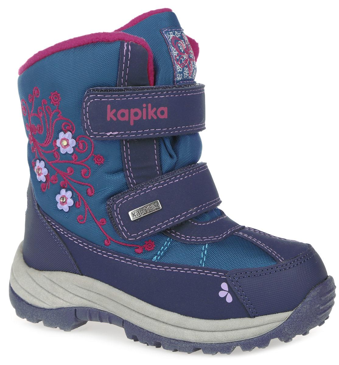 Ботинки для девочки. 42155-242155-2Стильные ботинки от Kapika заинтересуют вашу юную модницу с первого взгляда. Ботинки выполнены из искусственной кожи и плотного текстиля. Модель оформлена декоративными элементами в виде цветков и вышивкой. Передняя и задняя части дополнены накладными рантами для уменьшения износа обуви. Модель фиксируется на ноге с помощью удобных ремешков с застежками-липучками, оформленных надписями с названием фирмы. Ярлычок на заднике облегчает надевание обуви. Мягкий манжет и внутренняя поверхность из текстиля создают комфорт при ходьбе и предотвращают натирание ножки ребенка. Подкладка и стелька, выполненные из искусственного меха и шерсти, сохранят ножку в тепле. Подошва изготовлена из прочного и легкого ТЭП-материала, а ее рифленая поверхность гарантирует отличное сцепление с любой поверхностью. Модные и практичные ботинки займут достойное место в гардеробе вашей девочки.