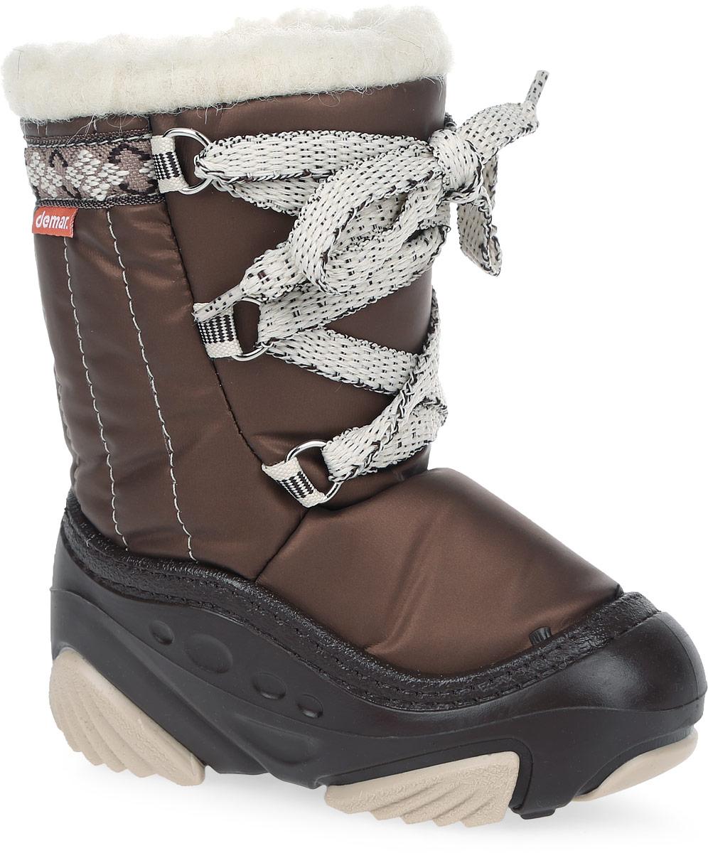 4019 JOY BСтильные дутики Joy от Demar придутся по вкусу вашему ребенку. Модель выполнена в нижней части из ПВХ (поливинилхлорида), а голенище - из современного текстильного материала, обладающего высокими износостойкими свойствами. Подкладка и стелька, исполненные из натуральной шерсти, согреют ножки в мороз и обеспечат уют. Эластичная шнуровка обеспечит плотное прилегание модели на ноге. Подошва с рифлением обеспечит отличное сцепление с любыми поверхностями. Удобные дутики - необходимая вещь в гардеробе вашего ребенка.
