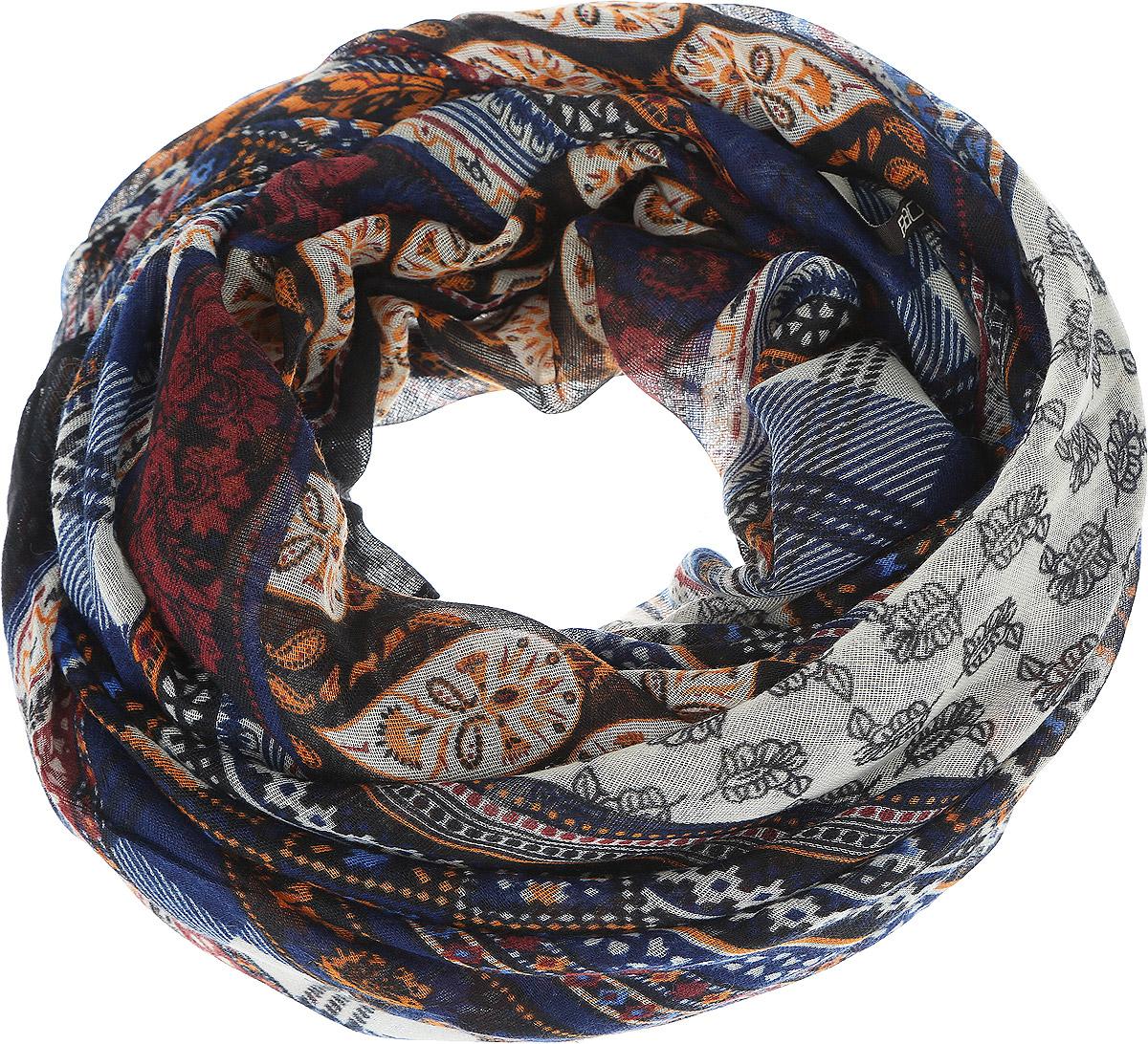 B313_Deep Forest PrintedМодный женский шарф Baon подарит вам уют и станет стильным аксессуаром, который призван подчеркнуть вашу индивидуальность и женственность. Легкий шарф выполнен из вискозы с добавлением шелка, он невероятно мягкий и приятный на ощупь. Шарф оформлен этническим орнаментом. Этот модный аксессуар гармонично дополнит образ современной женщины, следящей за своим имиджем и стремящейся всегда оставаться стильной и элегантной. Такой шарф украсит любой наряд и согреет вас в непогоду, с ним вы всегда будете выглядеть изысканно и оригинально.