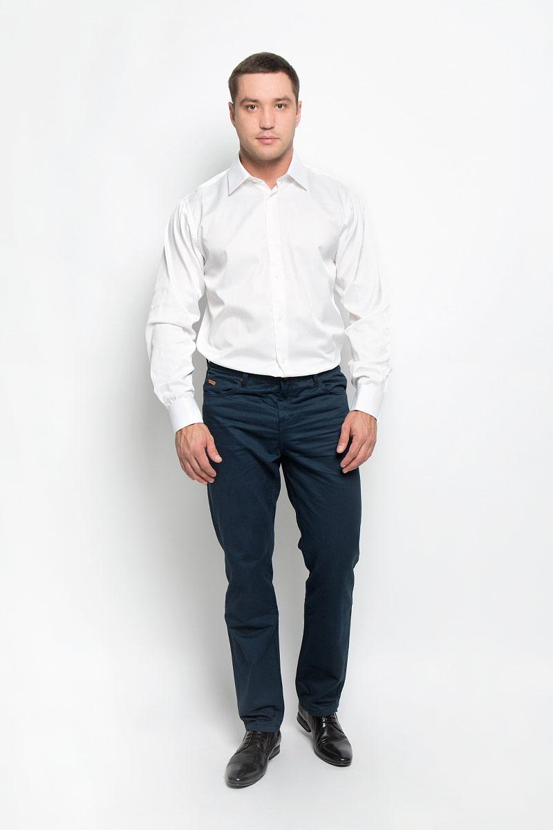 Рубашка12.014838Мужская рубашка BTC изготовлена из хлопка с добавлением полиэстера. Ткань изделия мягкая и очень приятная на ощупь, не сковывает движения и хорошо пропускает воздух. Рубашка с отложным воротником и длинными рукавами застегивается спереди на пуговицы по всей длине. Модель имеет прямой силуэт. На манжетах с отворотами предусмотрены оригинальные застежки-пуговицы. Высокое качество кроя и пошива, дизайн и расцветка придают изделию неповторимый стиль и индивидуальность. Рубашка займет достойное место в вашем гардеробе!