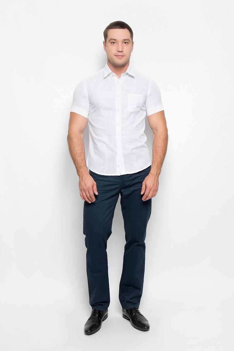 Рубашка мужская. 12.01628112.016281Мужская рубашка BTC выполнена из натурального хлопка. Материал изделия легкий, мягкий и приятный на ощупь, не стесняет движений и позволяет коже дышать, обеспечивая комфорт при носке. Рубашка слегка приталенного кроя с отложным воротником и короткими рукавами застегивается спереди на пуговицы. На груди расположен накладной карман. Рубашка станет стильным дополнением к вашему гардеробу!