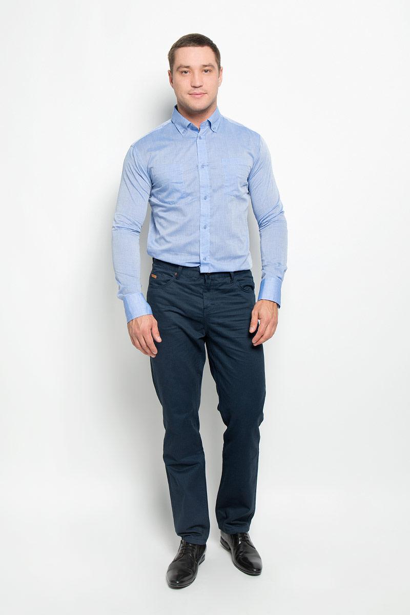 12.015091Мужская рубашка BTC изготовлена из натурального хлопка. Ткань изделия тонкая и легкая, тактильно приятная, не сковывает движения и позволяет коже дышать. Рубашка с отложным воротником и длинными рукавами застегивается спереди на пуговицы по всей длине. Модель имеет прямой силуэт. На манжетах предусмотрены застежки-пуговицы. На груди расположены два накладных кармана. Рубашка будет дарить вам комфорт в течение всего дня и станет стильным дополнением к вашему гардеробу!