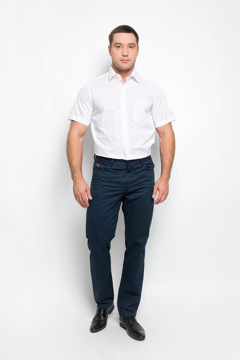Рубашка12.019394Мужская рубашка BTC, выполненная из высококачественного материала, станет замечательным дополнением к вашему гардеробу. Изделие тактильно приятное, не сковывает движений и хорошо пропускает воздух, обеспечивая комфорт при носке. Модель прямого кроя с отложным воротником и короткими рукавами застегивается спереди на пуговицы по всей длине. На груди расположен накладной карман. Такая рубашка подчеркнет ваш вкус и поможет создать стильный образ!