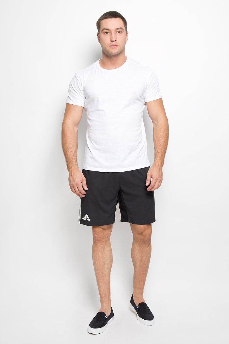 ШортыAI0731Мужские шорты для тенниса Adidas Club станут отличным дополнением к вашему спортивному гардеробу. Они выполнены из полиэстера, благодаря чему удобно сидят, обладают высокой износостойкостью, быстро сохнут и превосходно отводят влагу от тела, оставляя кожу сухой. Модель дополнена широкой эластичной резинкой на поясе. Объем талии регулируется при помощи шнурка-кулиски в поясе. Шорты дополнены двумя втачными карманами спереди. Изделие оформлено принтом в виде трех полосок по низу штанин. Эти модные свободные шорты идеально подойдут для игры в теннис, занятий спортом и бега. В них вы всегда будете чувствовать себя уверенно и комфортно.