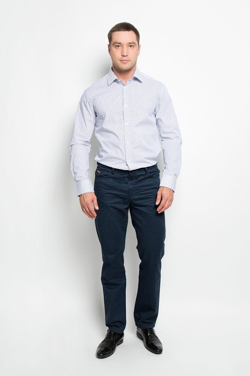 12.018589Мужская рубашка BTC, выполненная из высококачественного натурального хлопка, займет достойное место в вашем гардеробе. Изделие мягкое, тактильно приятное, не сковывает движений и хорошо пропускает воздух, обеспечивая комфорт при носке. Модель прямого кроя с отложным воротником и длинными рукавами застегивается спереди на пуговицы по всей длине. Манжеты дополнены застежками-пуговицами. Изделие оформлено принтом в узкую полоску. Такая рубашка подчеркнет ваш вкус и поможет создать стильный образ!